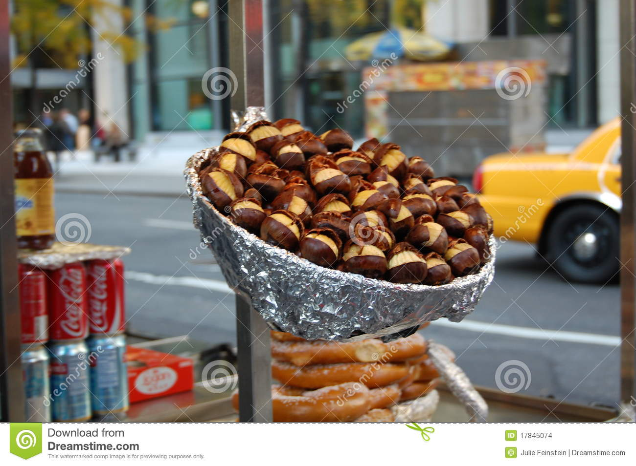 Hot chestnuts on a new york city street editorial stock for Cuisine york