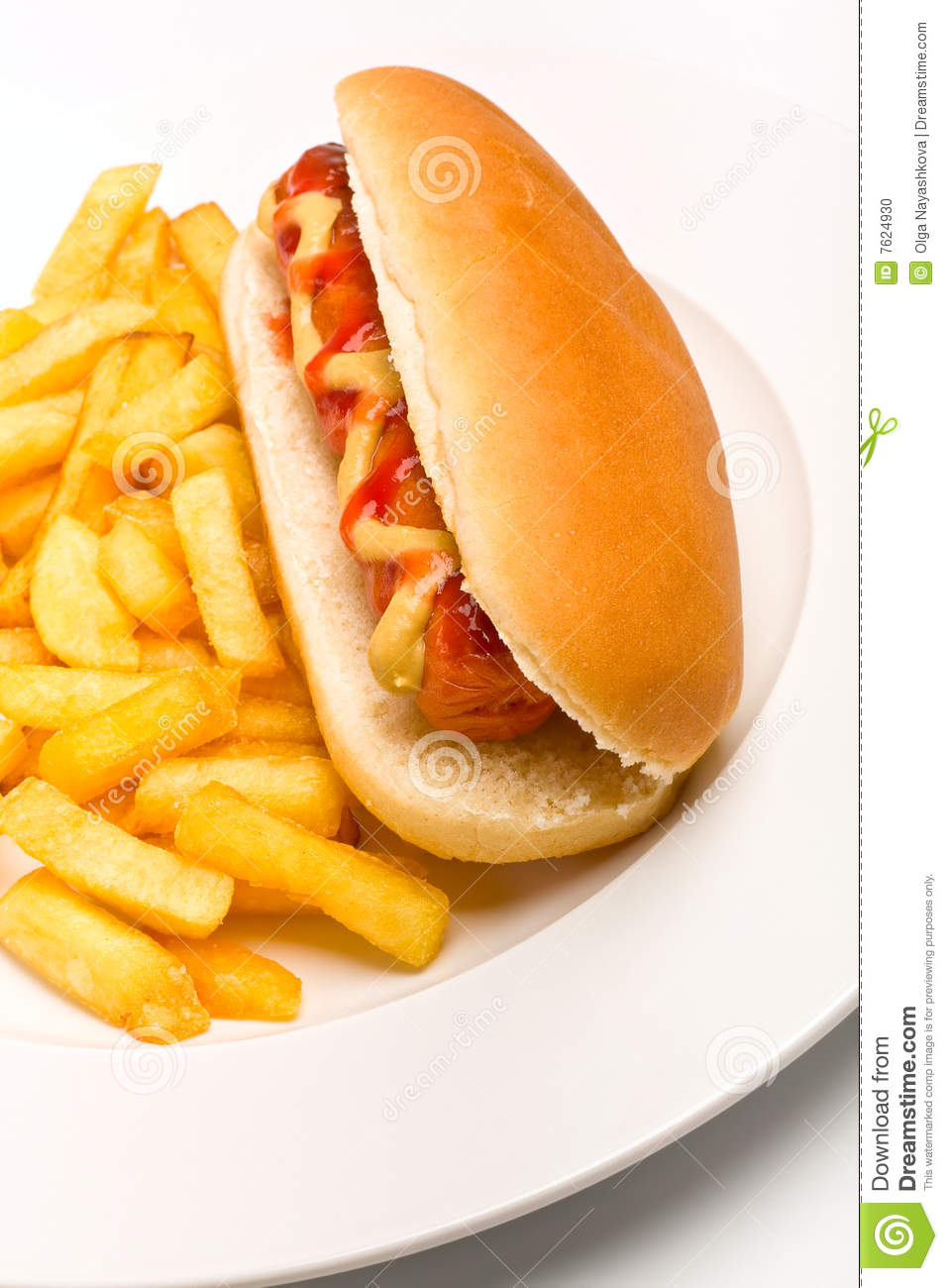 hot dog avec de la moutarde le ketchup et les fritures photo stock image 7624930. Black Bedroom Furniture Sets. Home Design Ideas