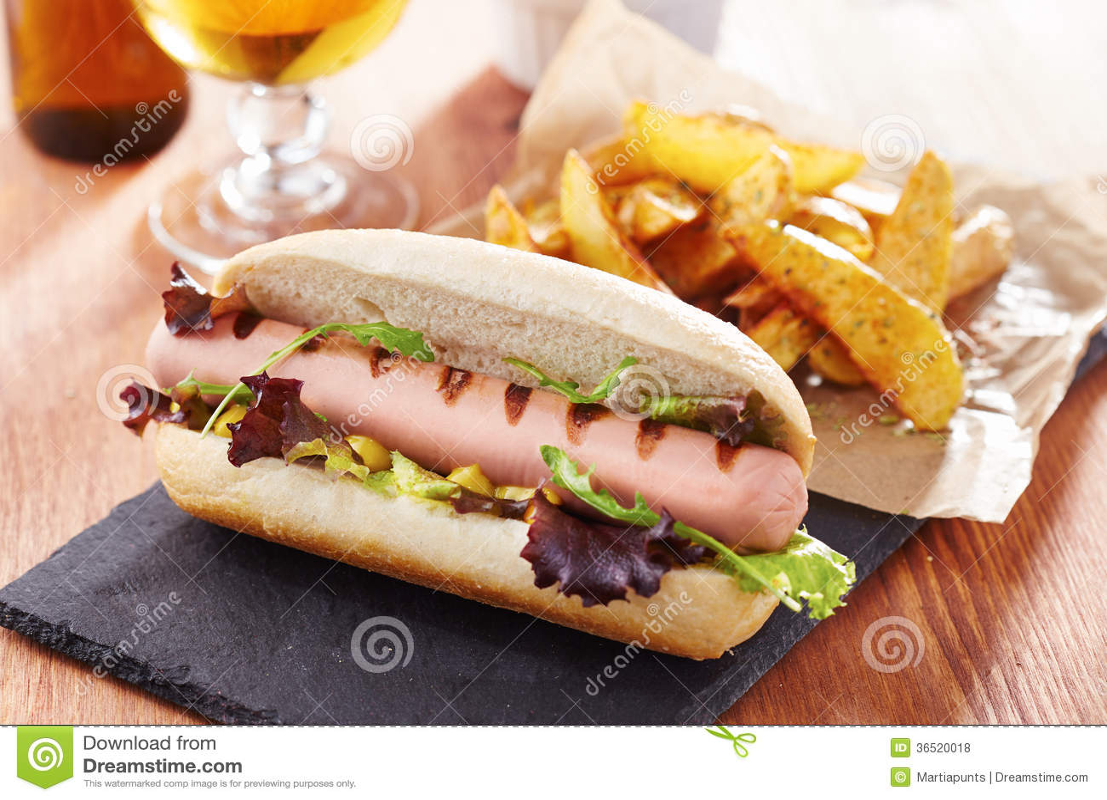 Hot-dog gastronome sur le panneau d ardoise