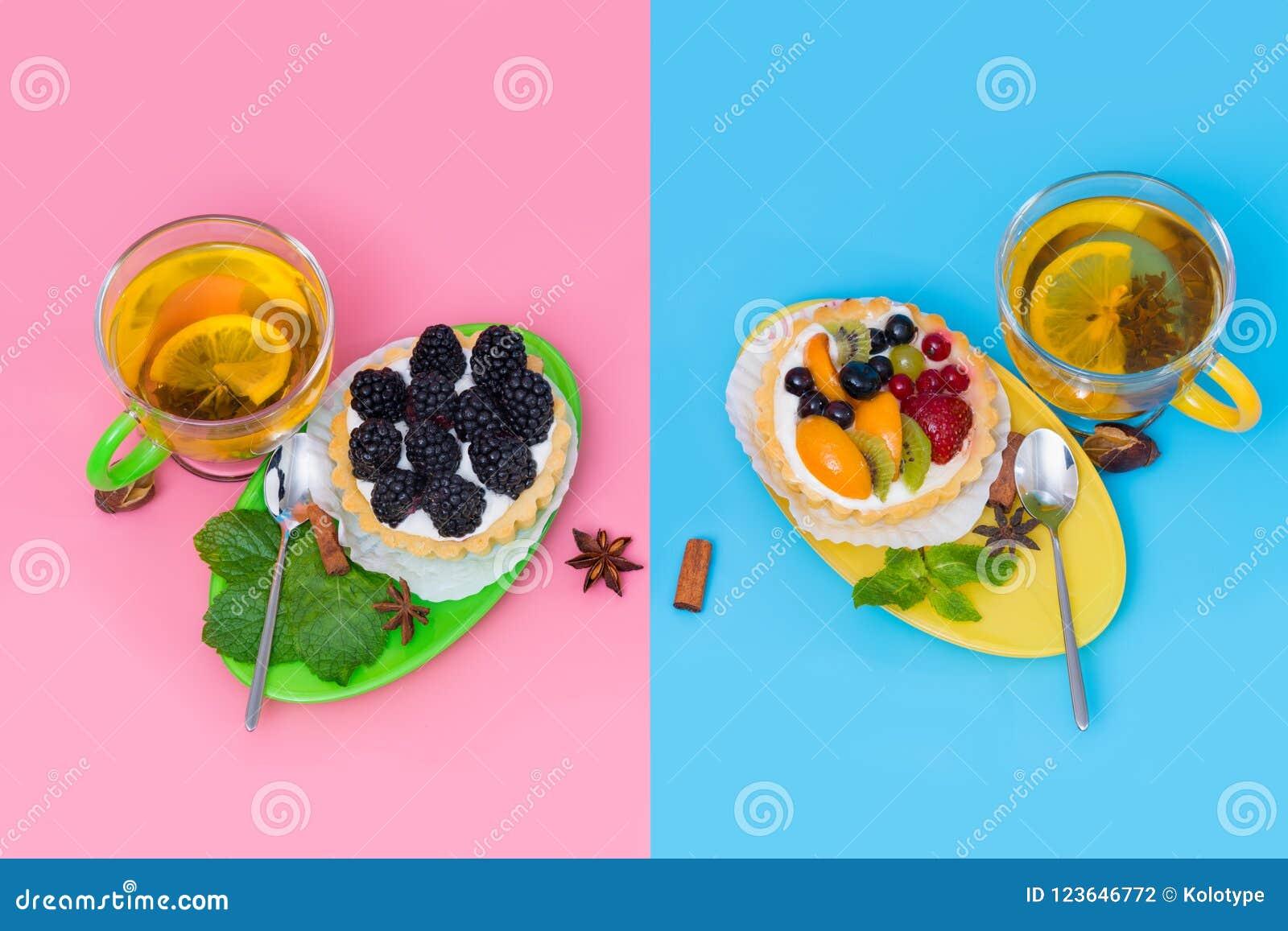 Hot spicy lemon tea served with fruit tarts