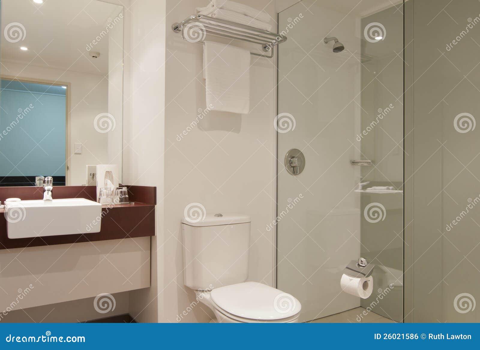 Hotel-Badezimmer stockfoto. Bild von dusche, dekor, badezimmer ...