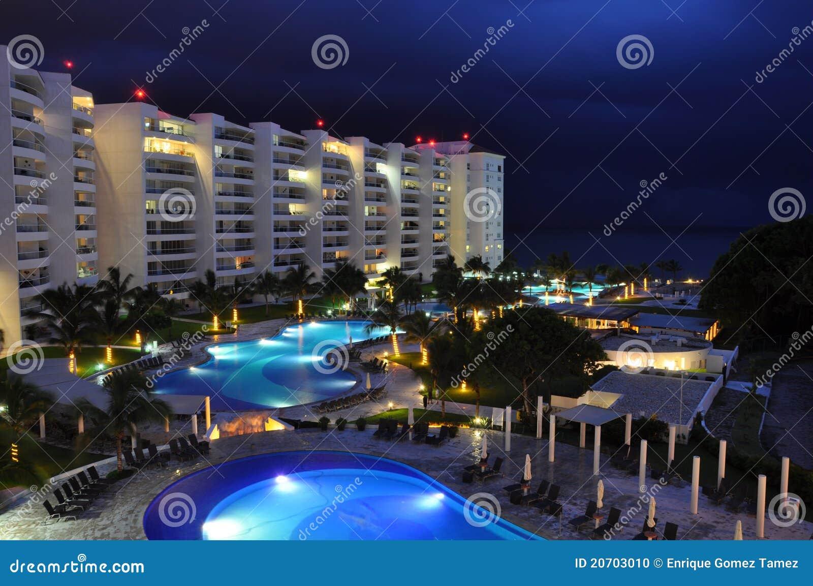 Hotel bij nacht