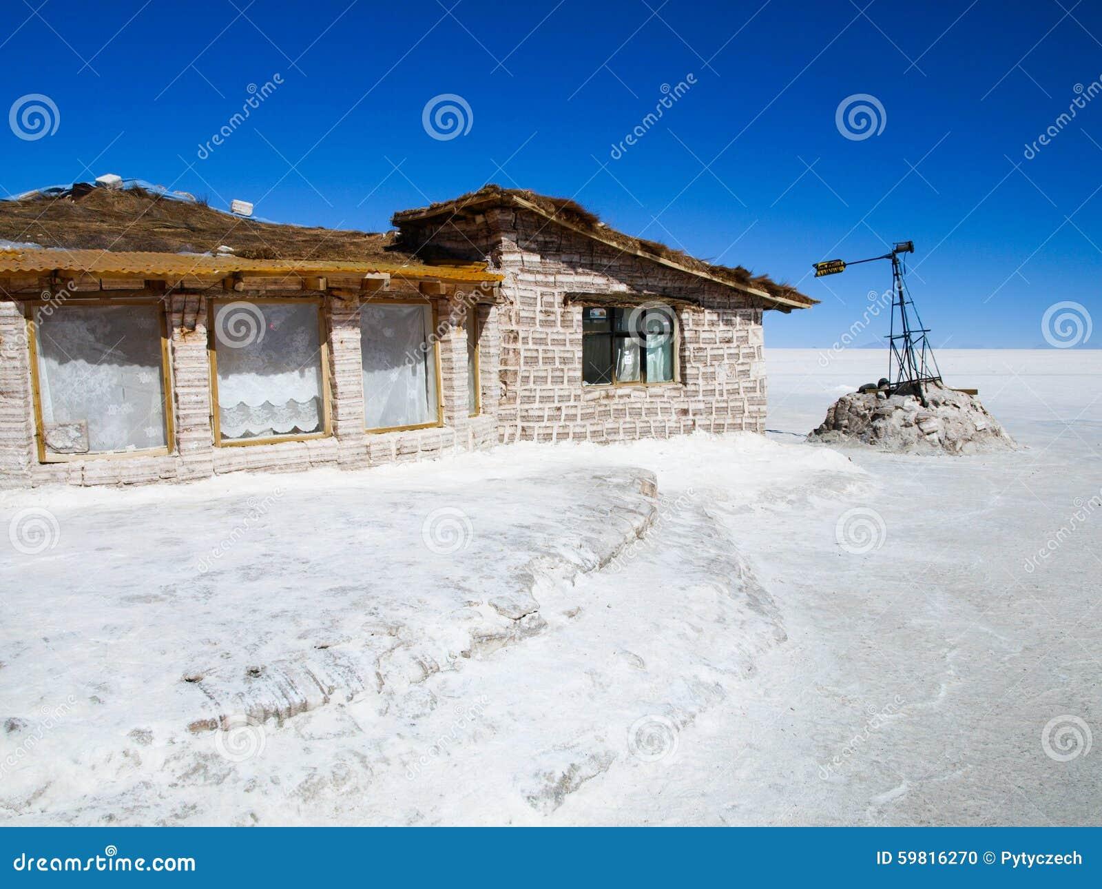 Hotel construido de bloques de la sal en Salar de Uyuni
