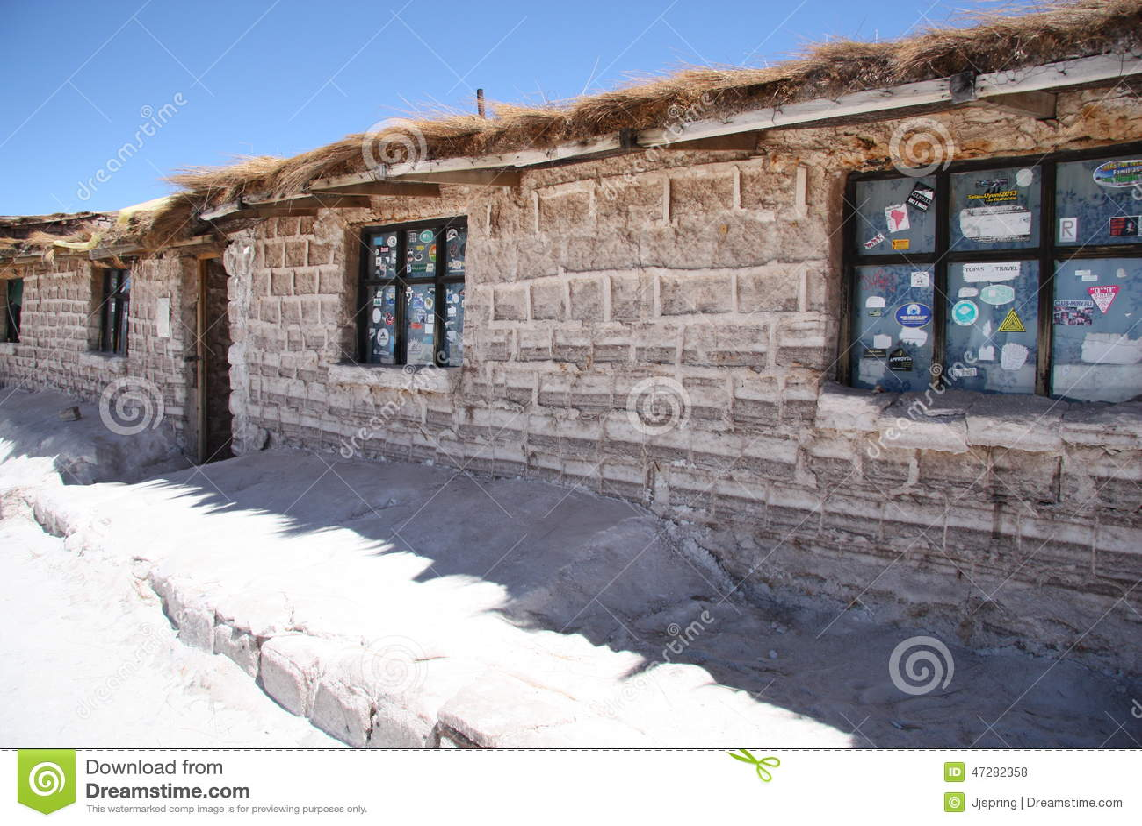 Hotel construido de bloques de la sal en Salar de Uyuni, Bolivia