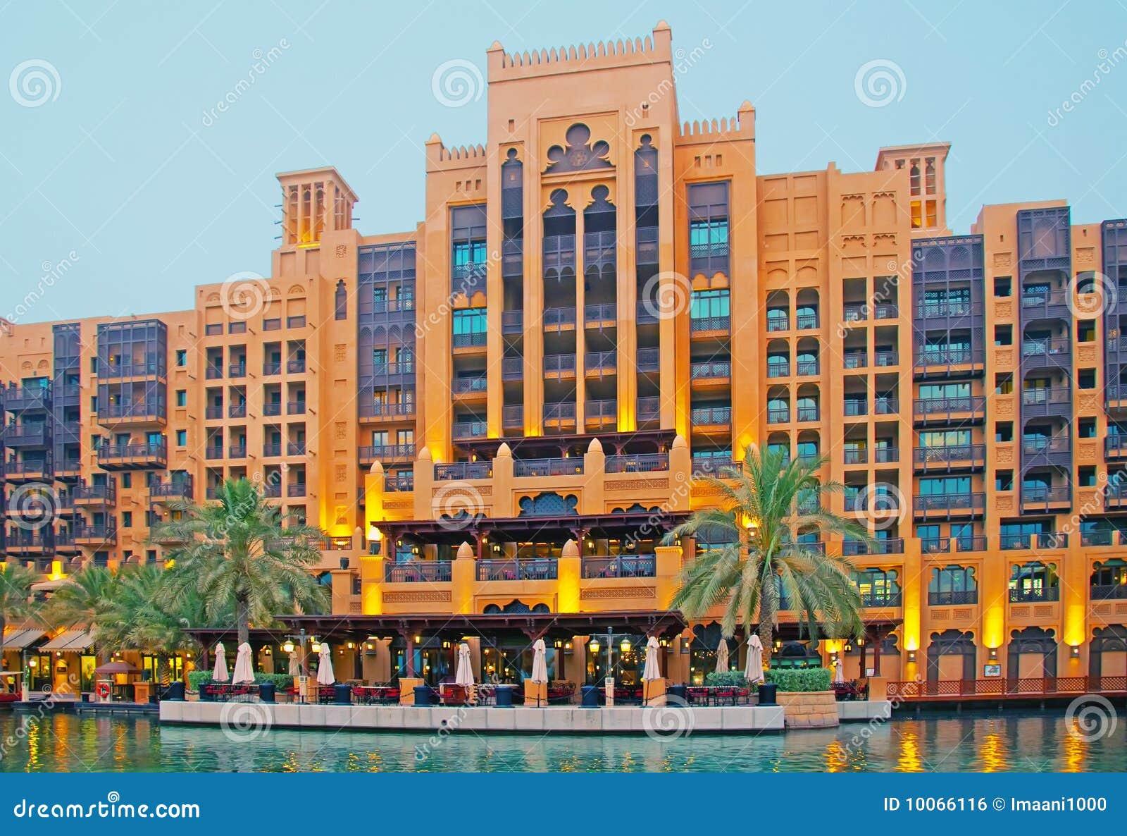 Hotel de luxo de dubai foto de stock imagem de golfo for Hotel em dubai
