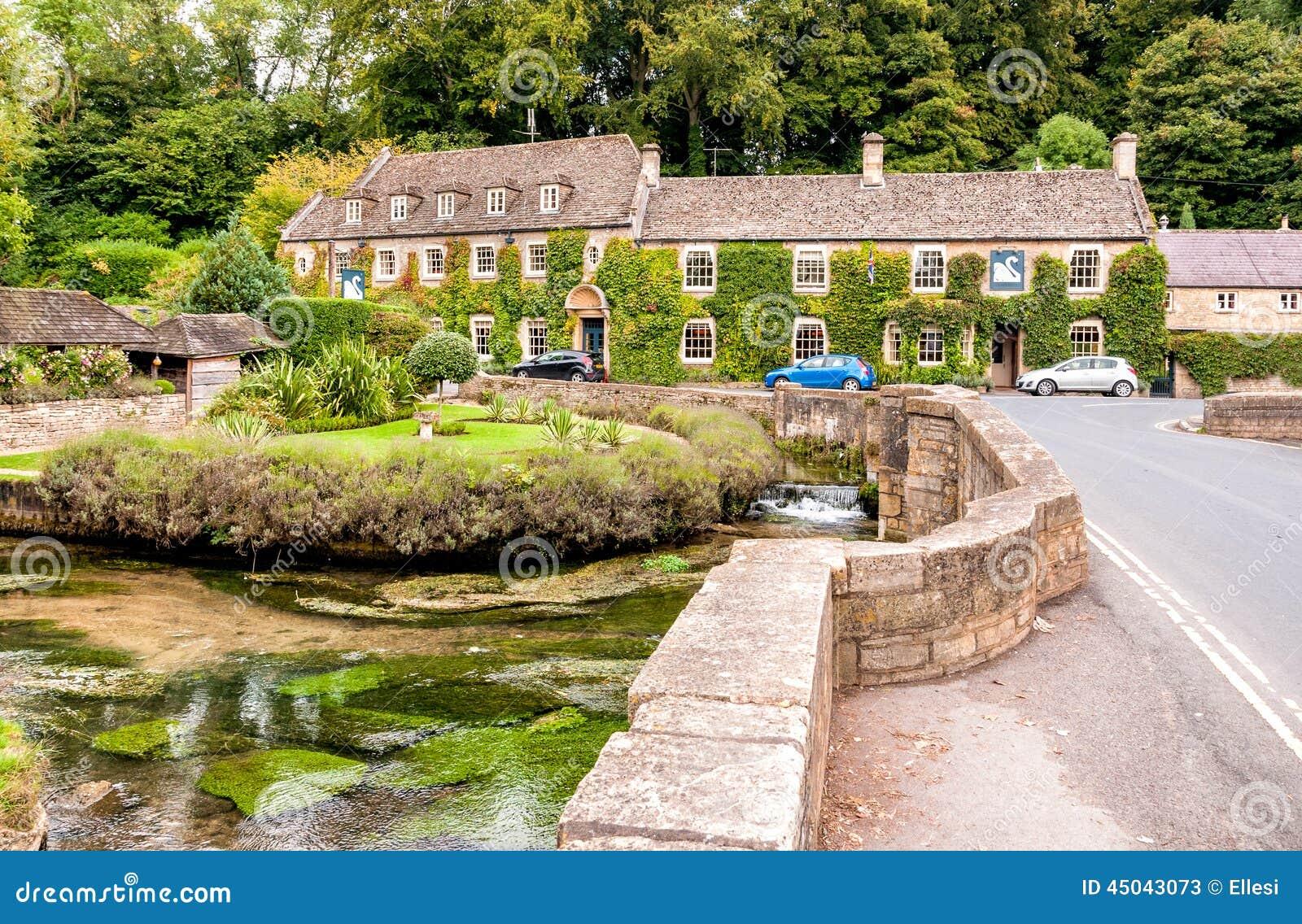 Hotel della casa di campagna nel villaggio di cotswold di for Nuovi piani di casa inghilterra