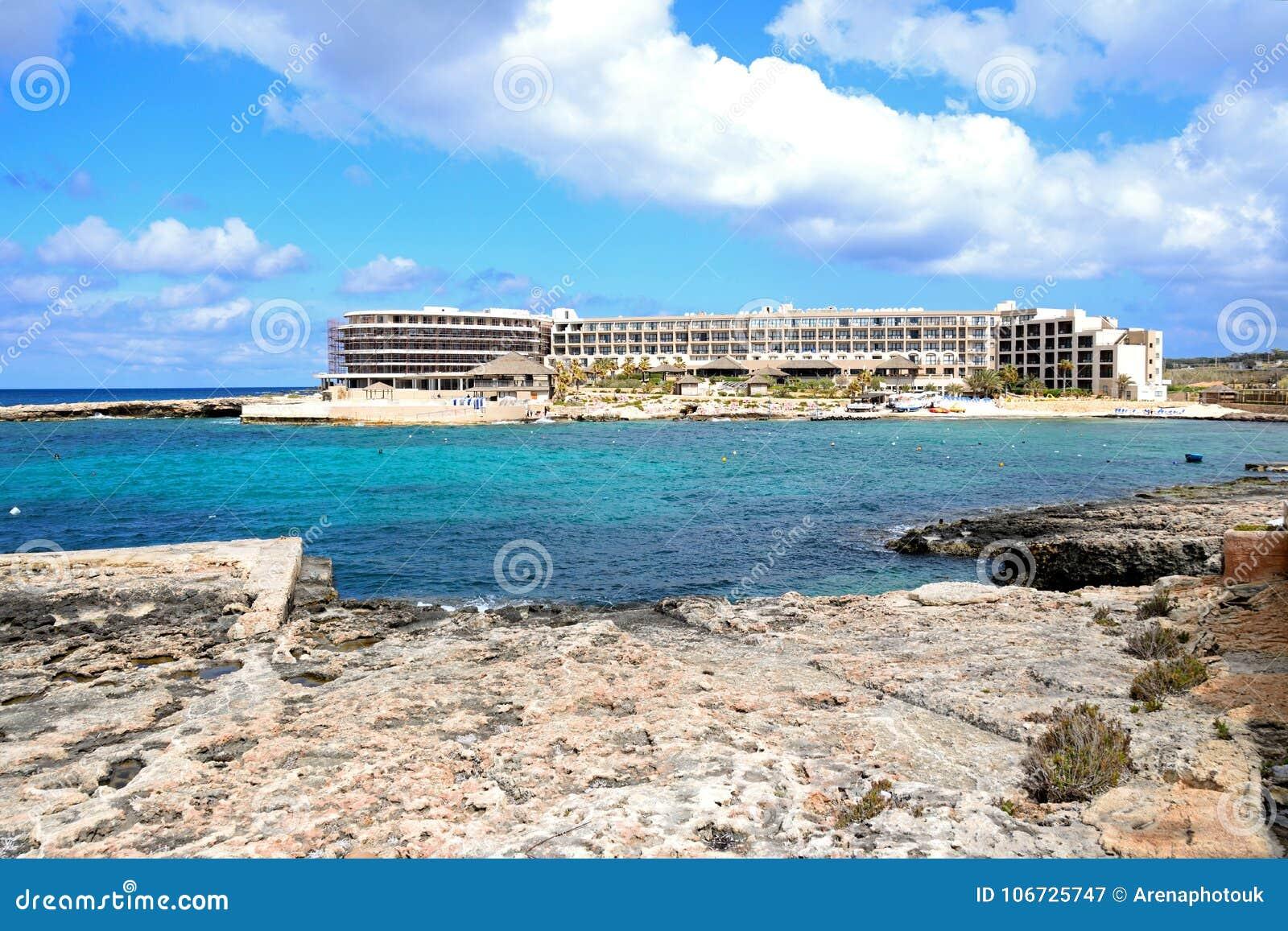Hotel Di Località Di Soggiorno Della Baia Di Ramla E Spiaggia, Malta ...