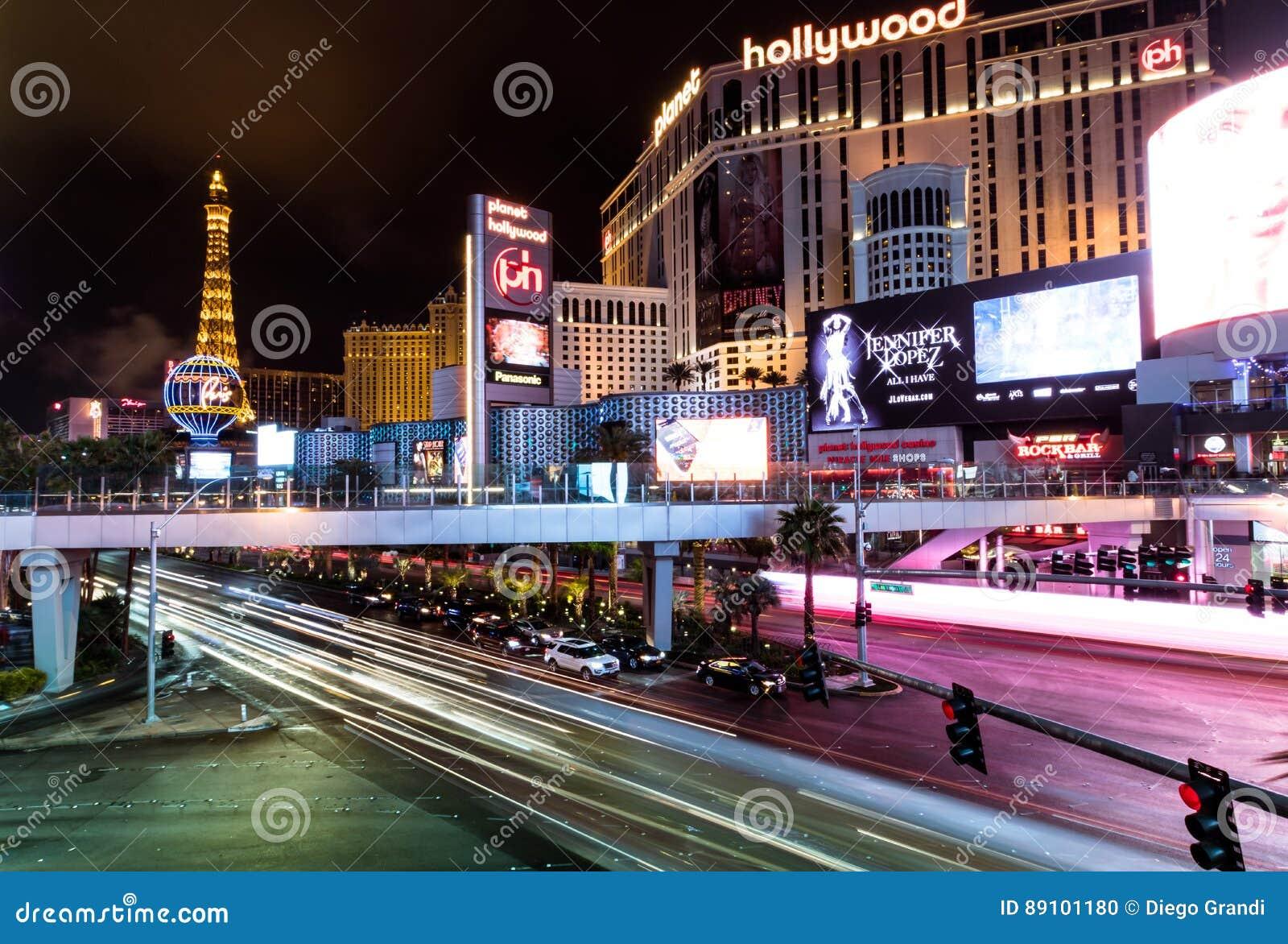 Hotel e casino de Hollywood da tira e do planeta de Las Vegas na noite - Las Vegas, Nevada, EUA