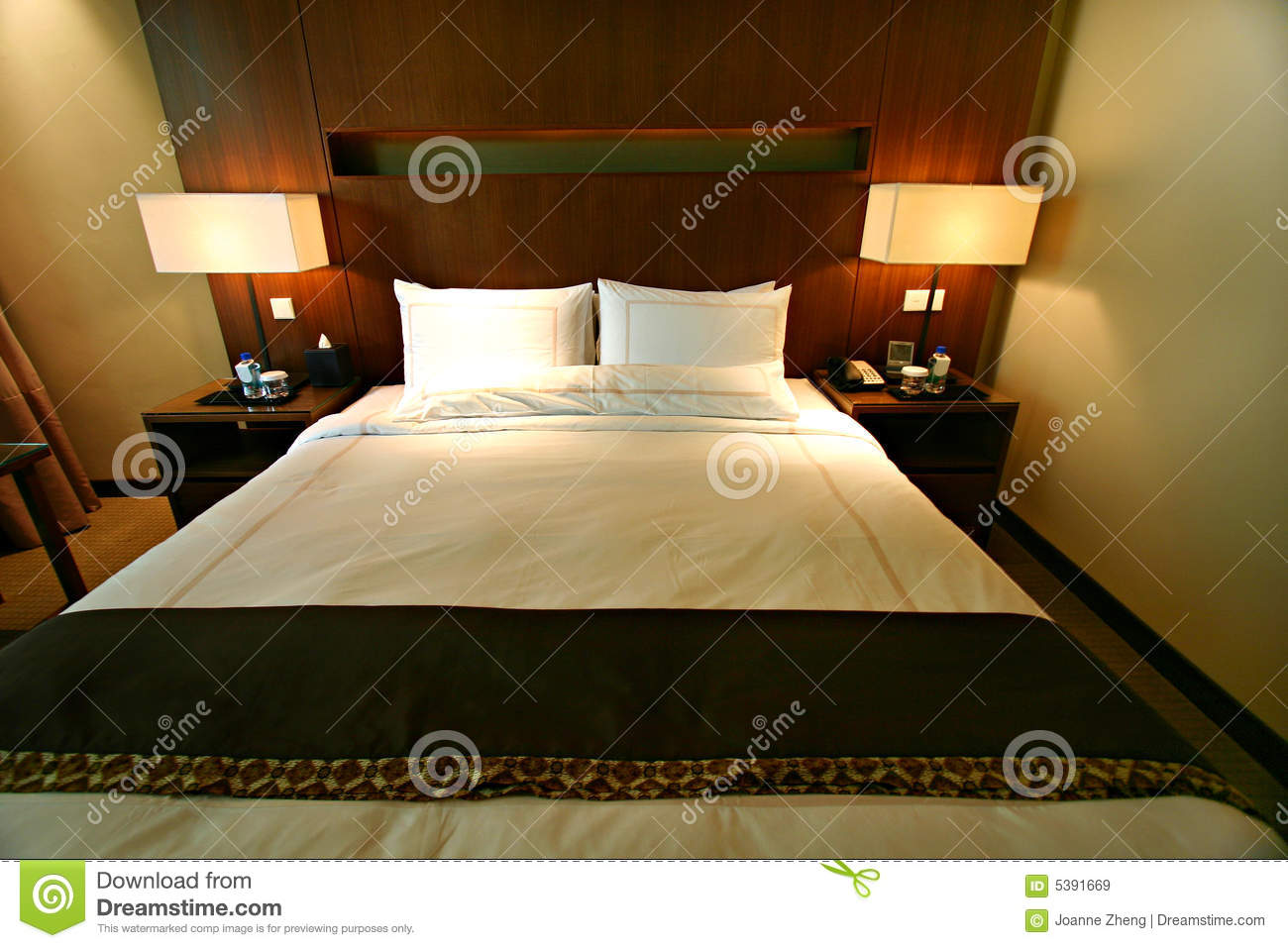 Hotel Luxury Bedroom Double Bed Royalty Free Stock Images