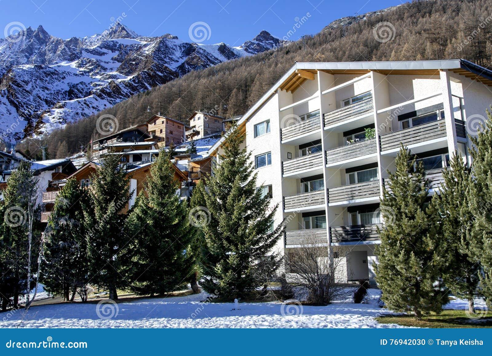 Hotel Moderni Nella Località Di Soggiorno Svizzera Affascinante ...