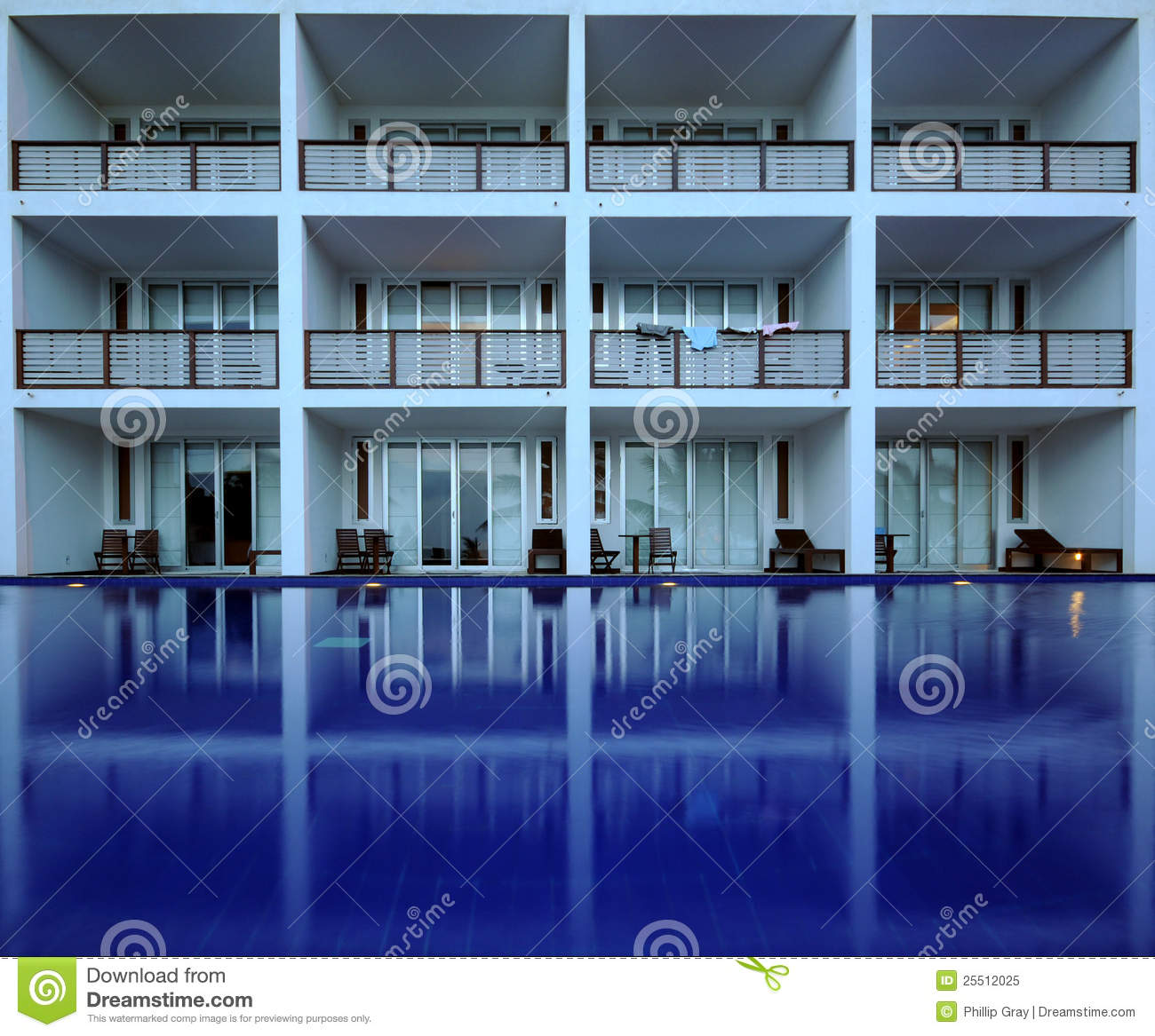 hotel pool balkon stockbild bild von blau r cksortierung 25512025. Black Bedroom Furniture Sets. Home Design Ideas