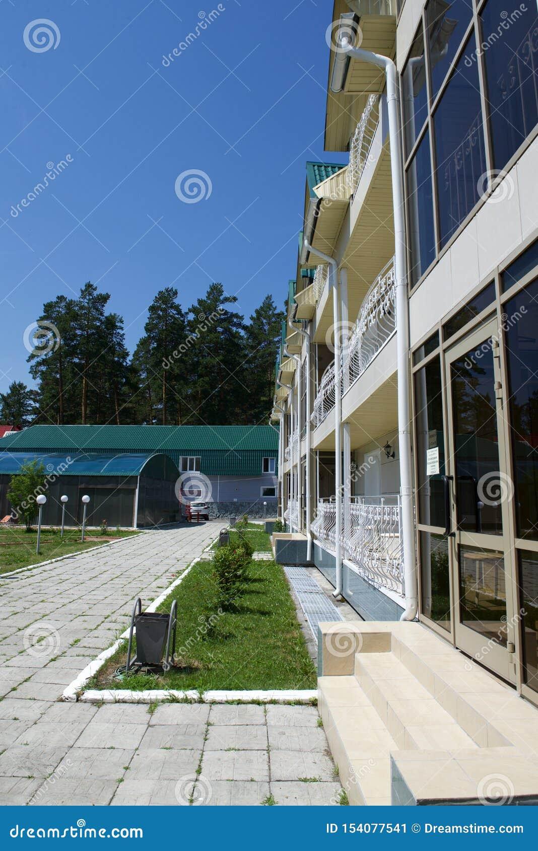 Hotel, recreatiecentrum, de drie-verhaal bouw