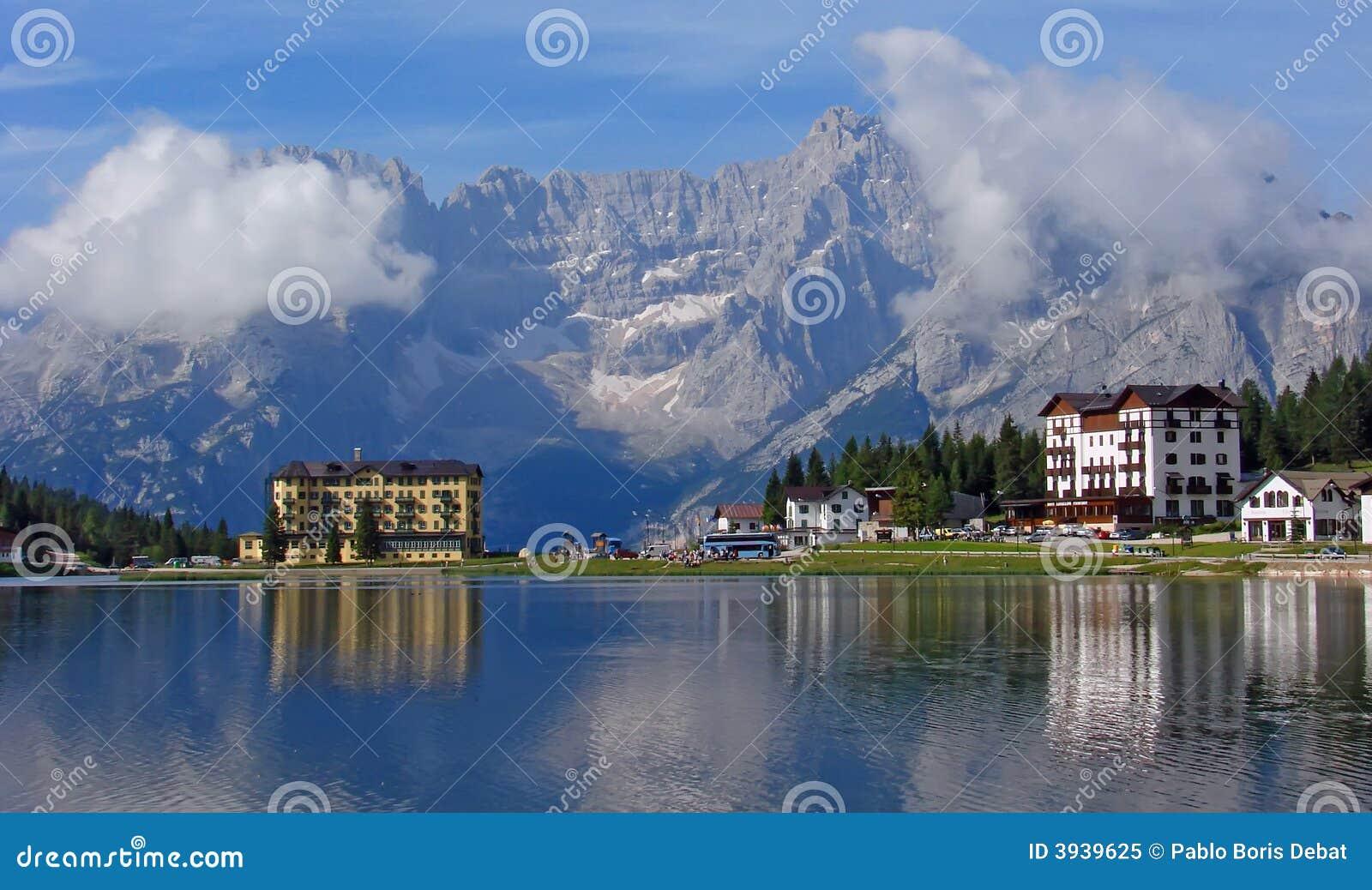 Hotel und See bei Misurina
