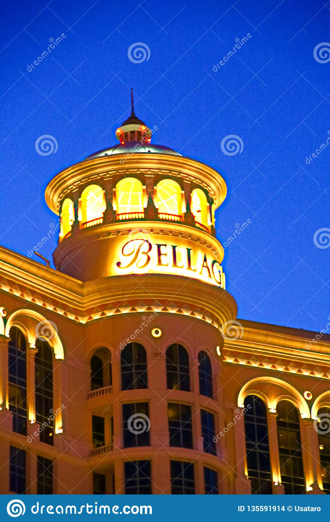 Hotel y casino de Bellagio con la cubierta superior del exterior de la corona