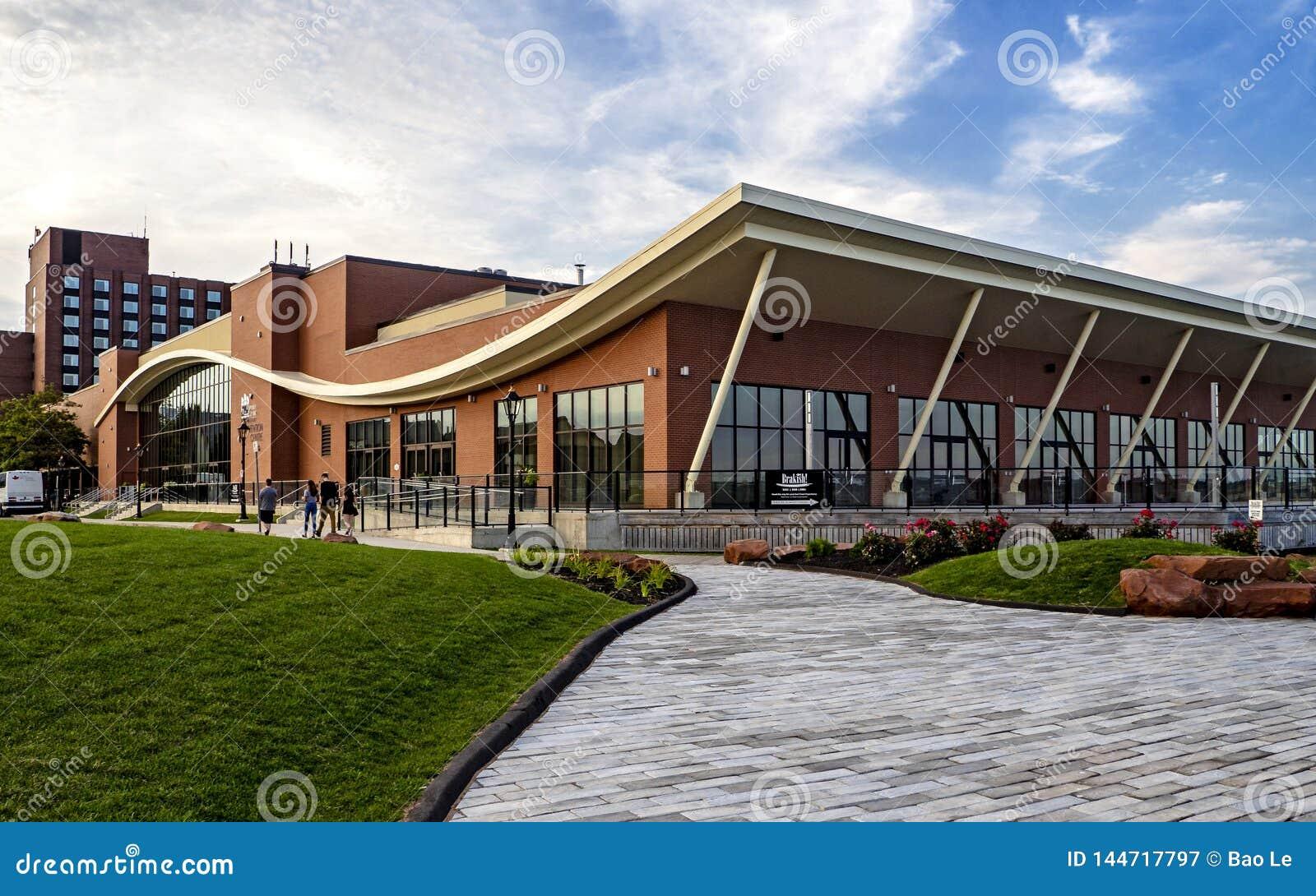 Hoteles de PEI Convention Centre y del delta de príncipe Edward de Marriott por la tarde hermosa en Charlottetown,