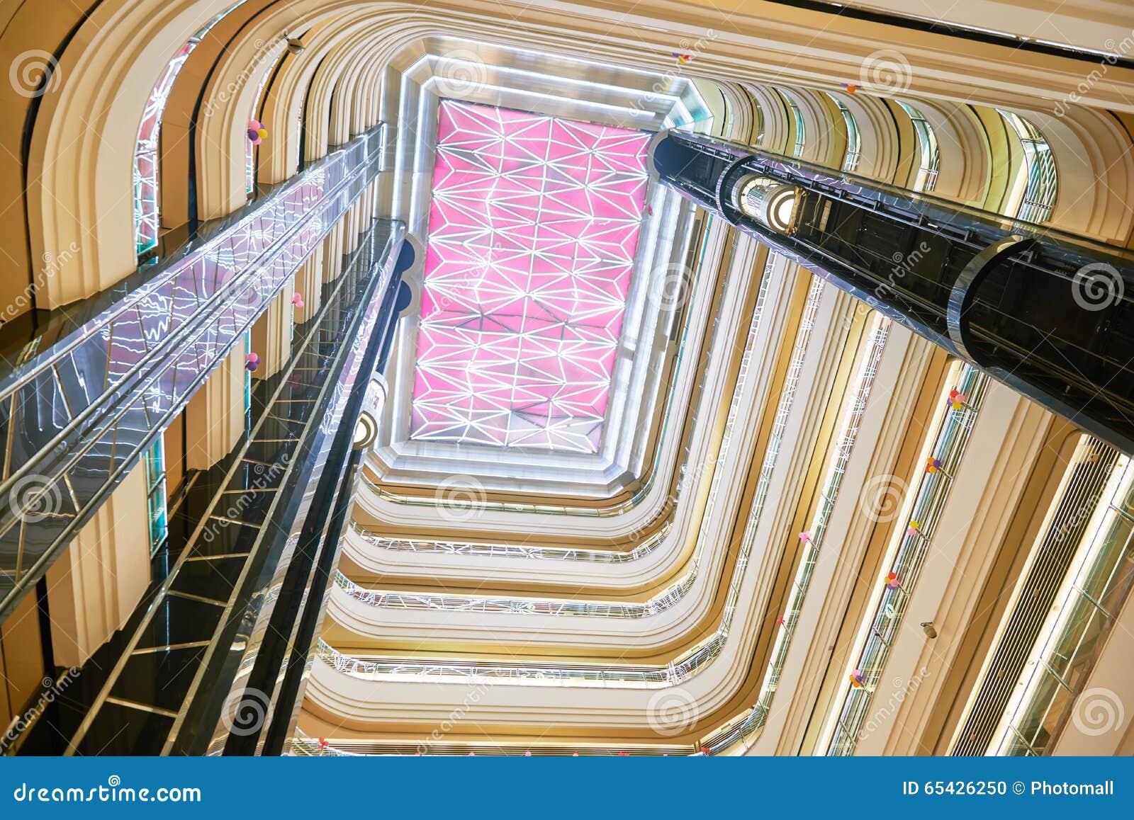 Hotellkorridortaket ledde belysning