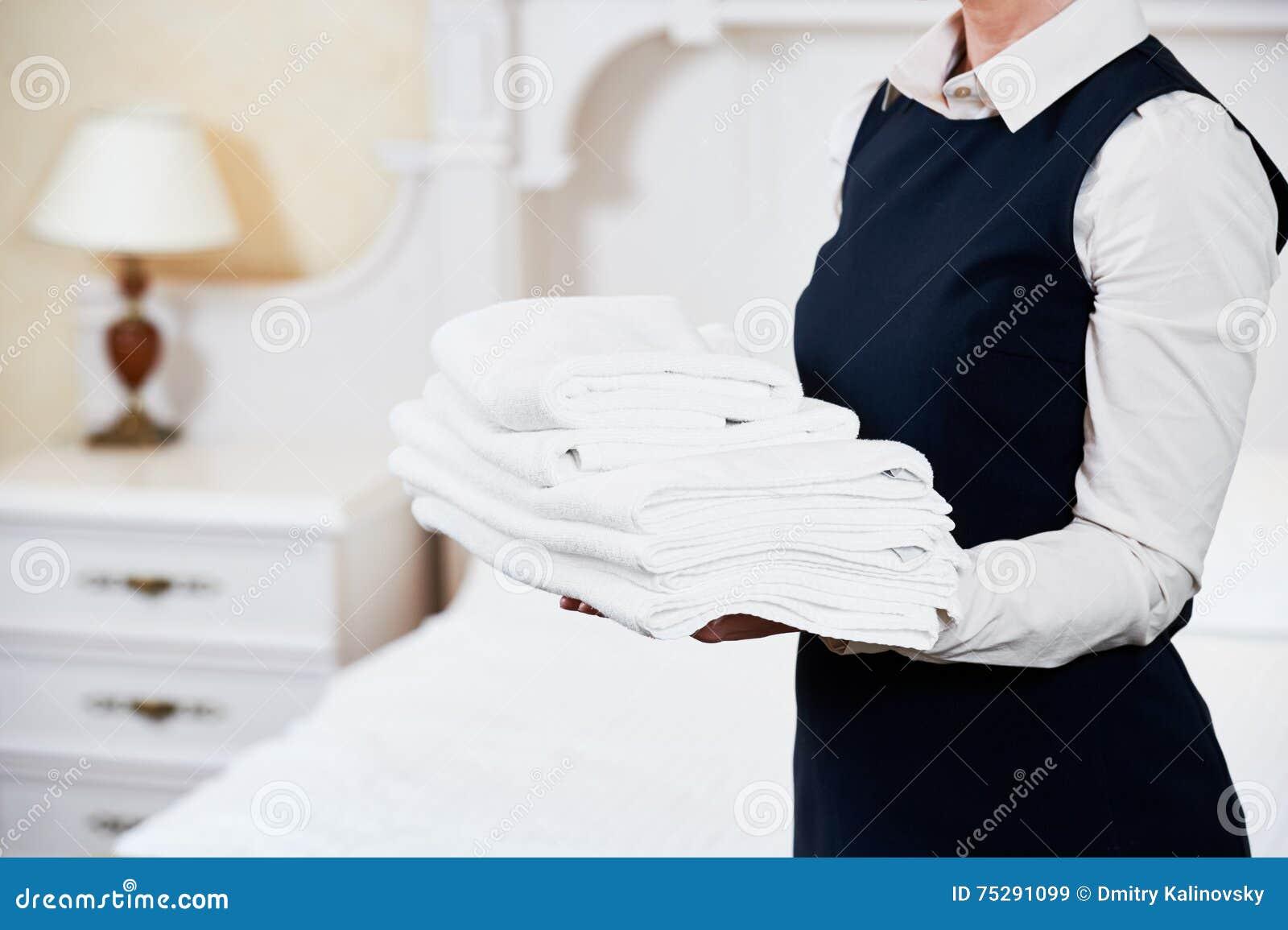 Hotelowe usługa housekeeping gosposia z pościelą
