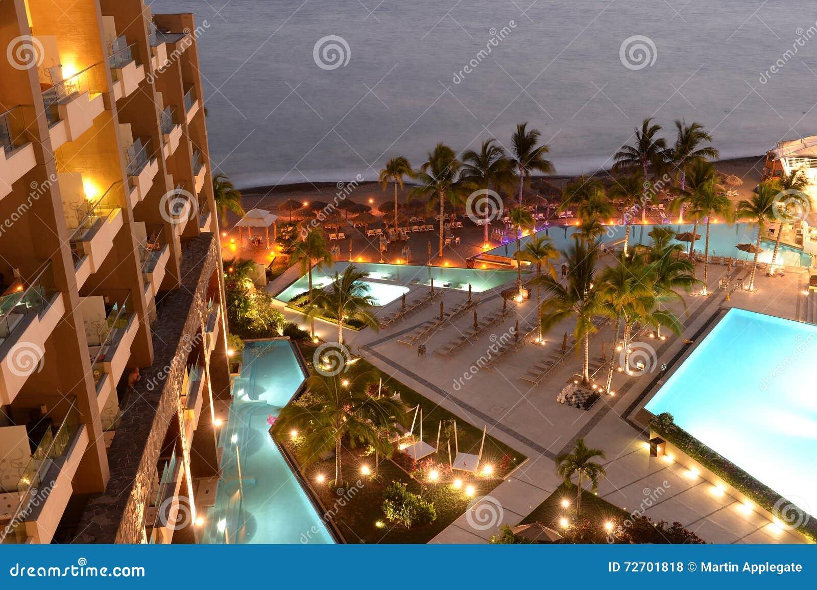 Hotelpool nachts