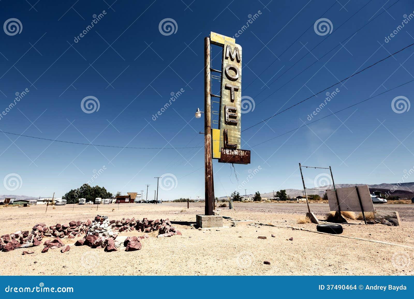 Hotelu znaka ruina wzdłuż historycznej trasy 66