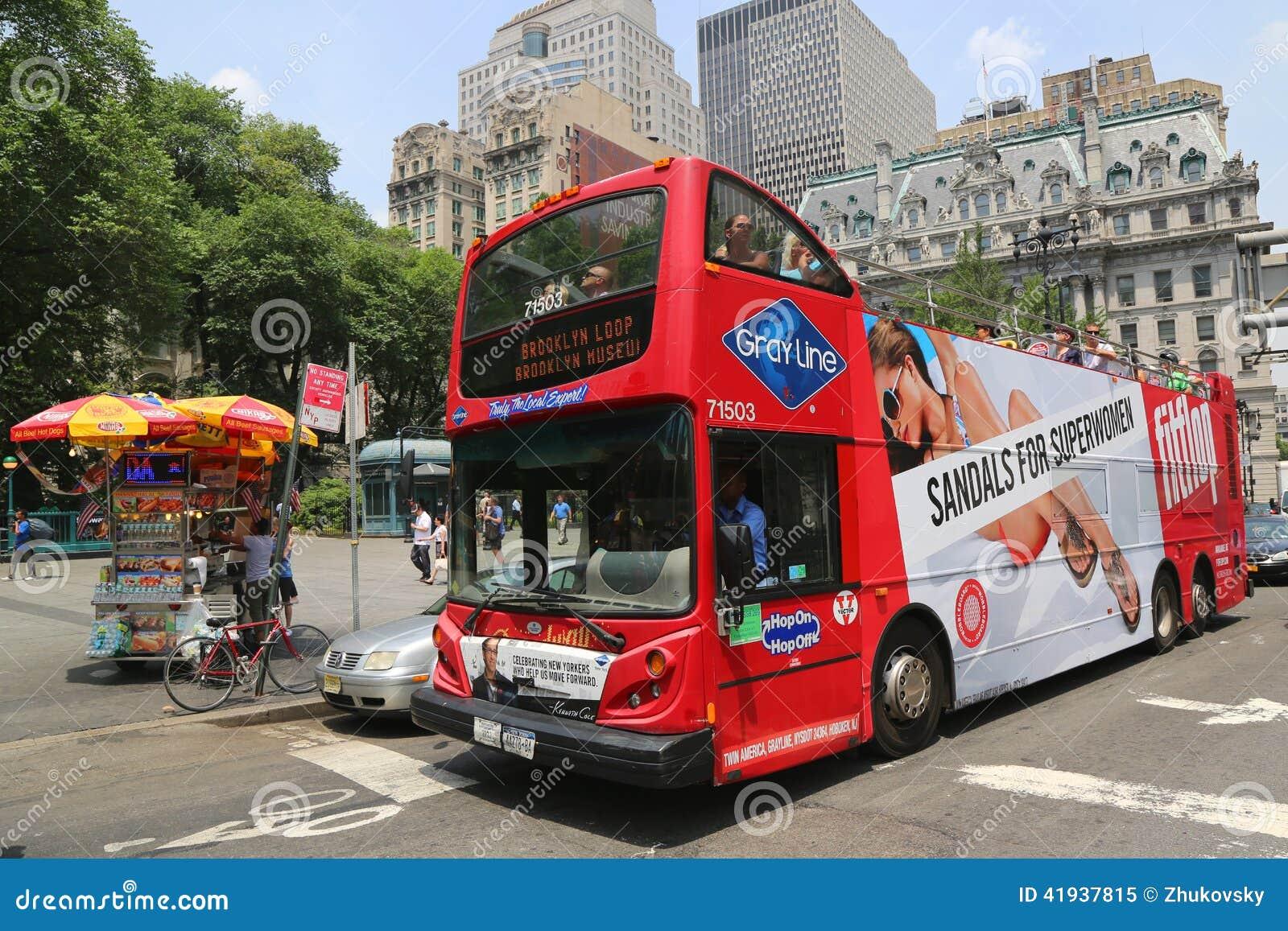 Houblon guidé de New York sur l houblon outre de l autobus à Manhattan