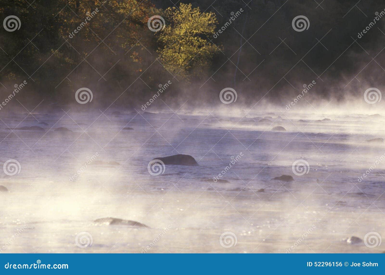 Housatonic-Fluss mit Morgen-Nebel, Connecticut