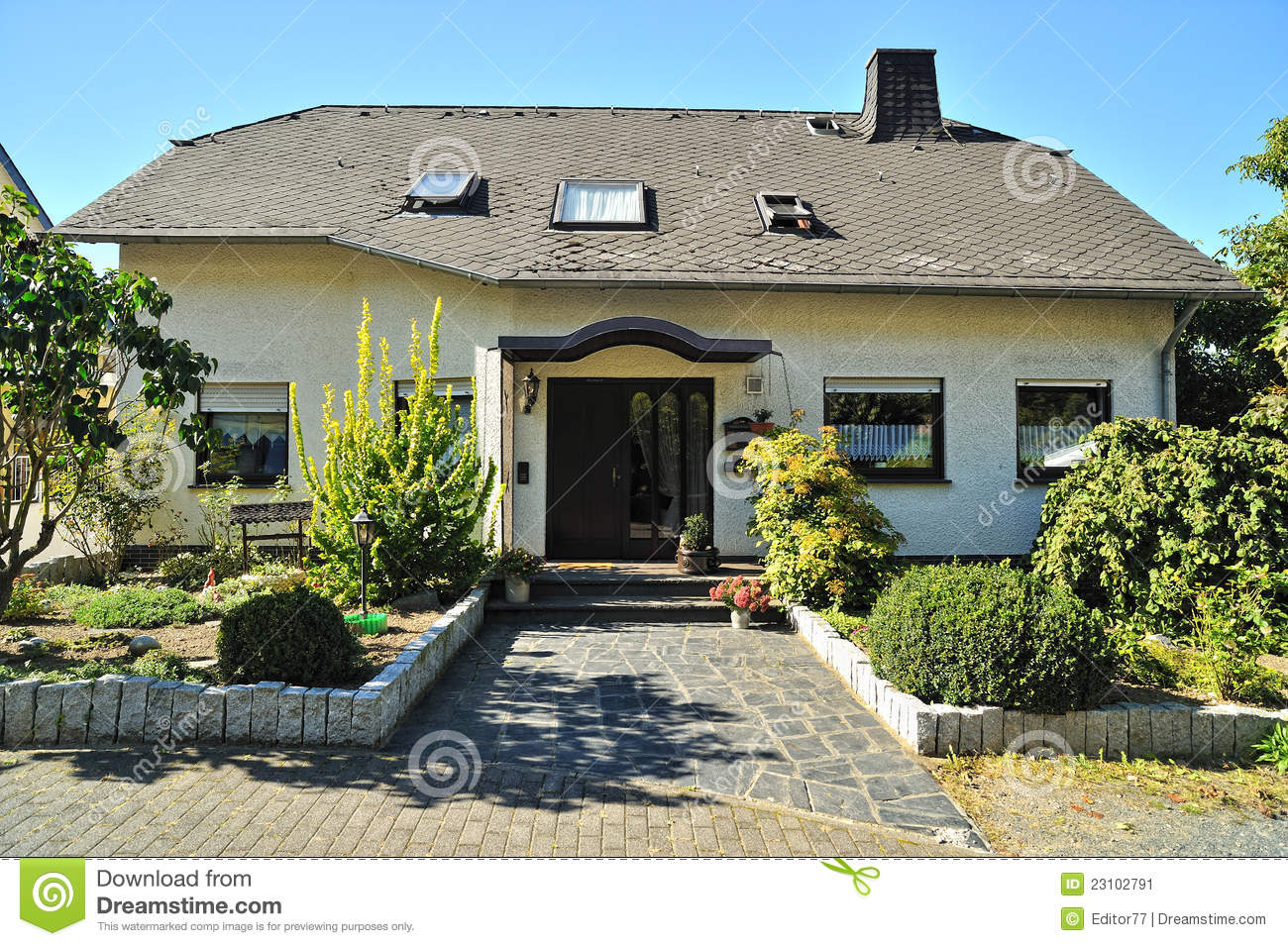Modern house garden stock image image 23102791 for Modern house with garden