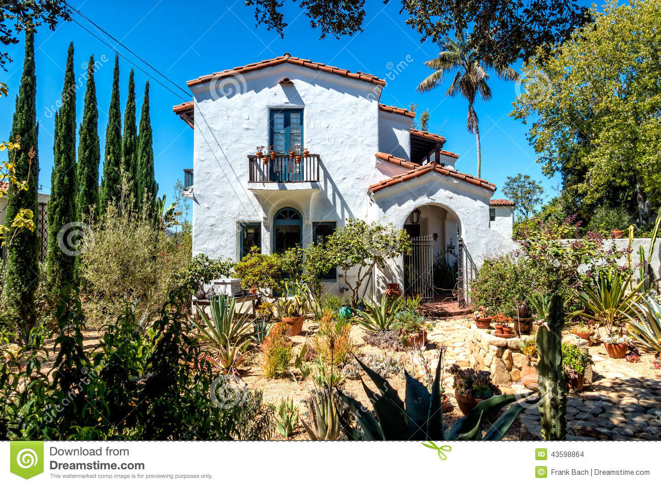 House build in traditional style santa barbara california for Santa barbara style house