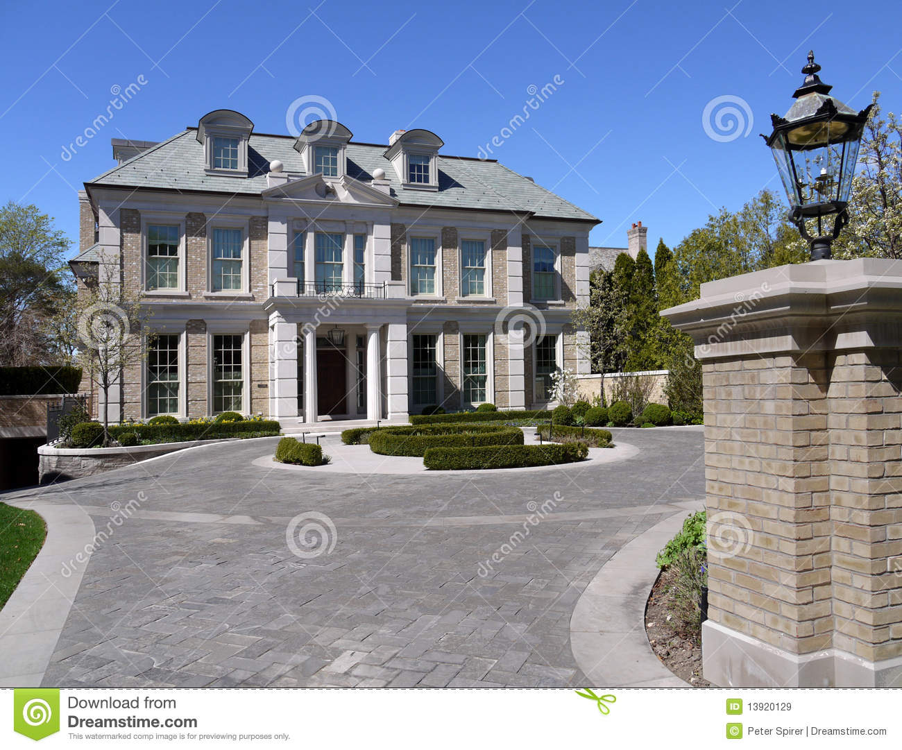 House With Circular Driveway Royalty Free Stock Images - Image ...