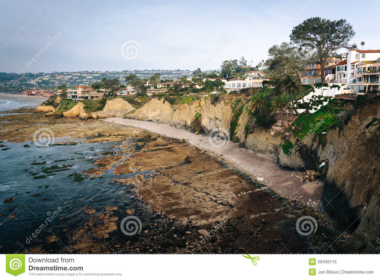 House on cliffs along the Pacific Ocean in La Jolla, California.