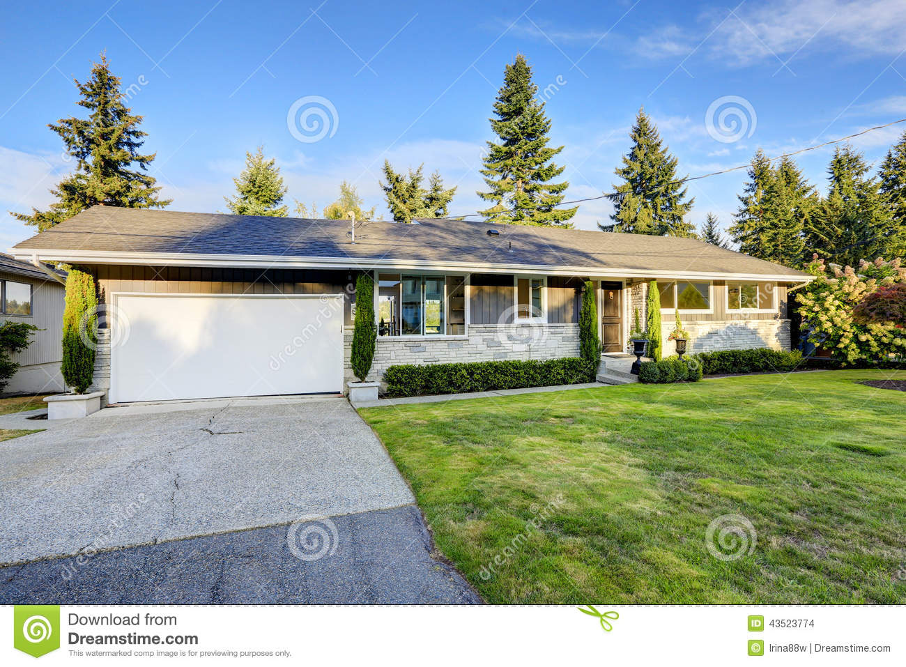 House Exterior With Curb Appeal Stock Photo Image 43523774
