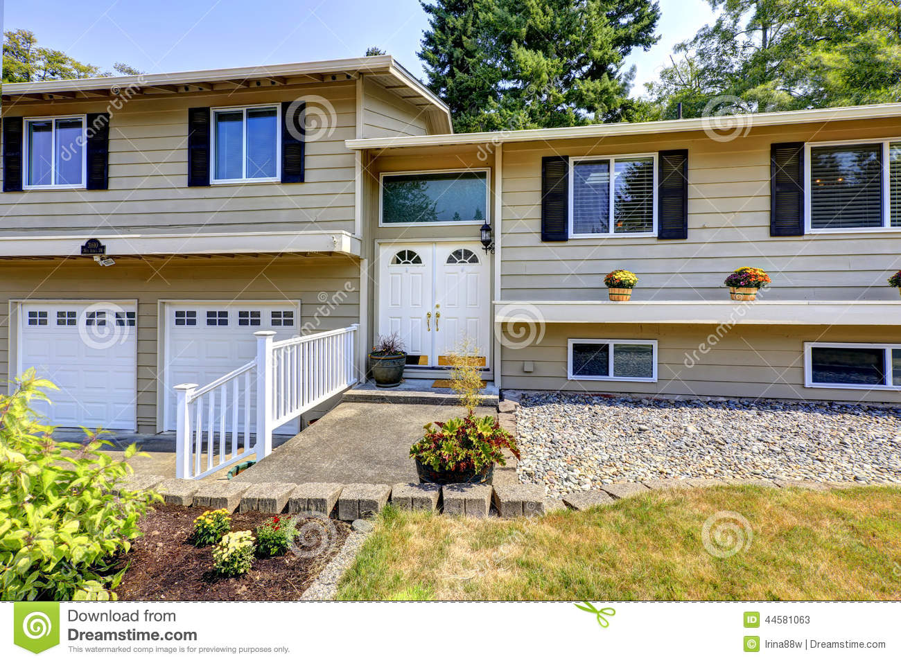 House Exterior In Federal Way Wa Stock Photo Image
