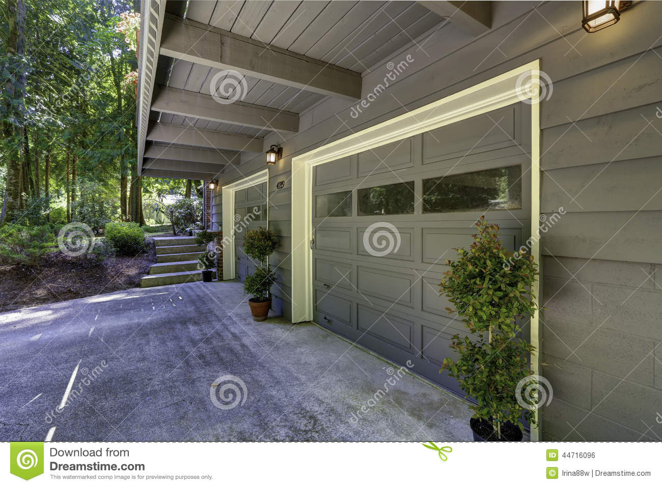 house exterior two car garage with driveway stock photo image royalty free stock photo