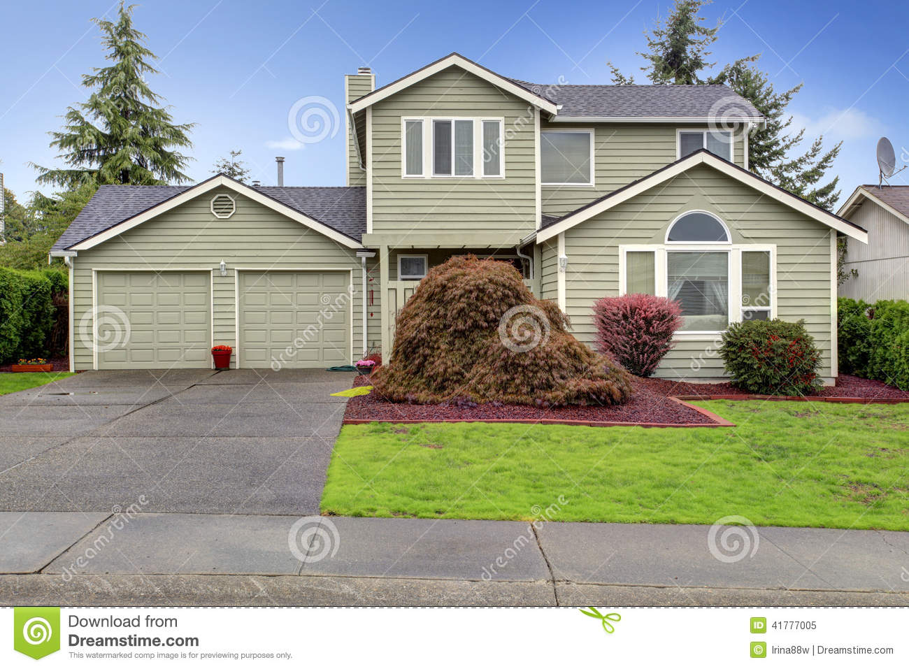 House Exterior View Of Garage And Driveway Stock Photo