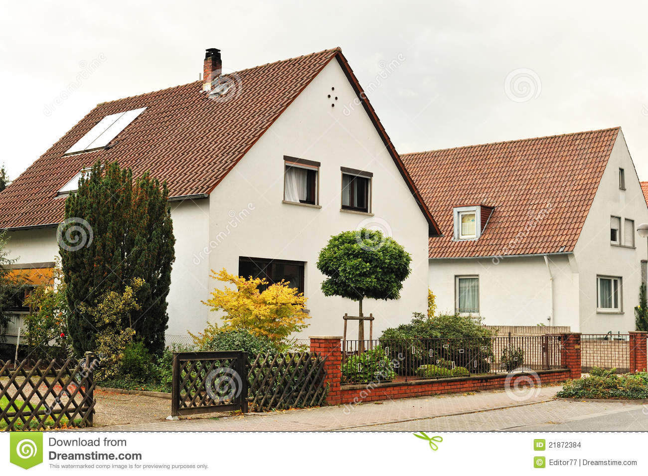 House with small garden in front of it stock images - Small garden front of house ...