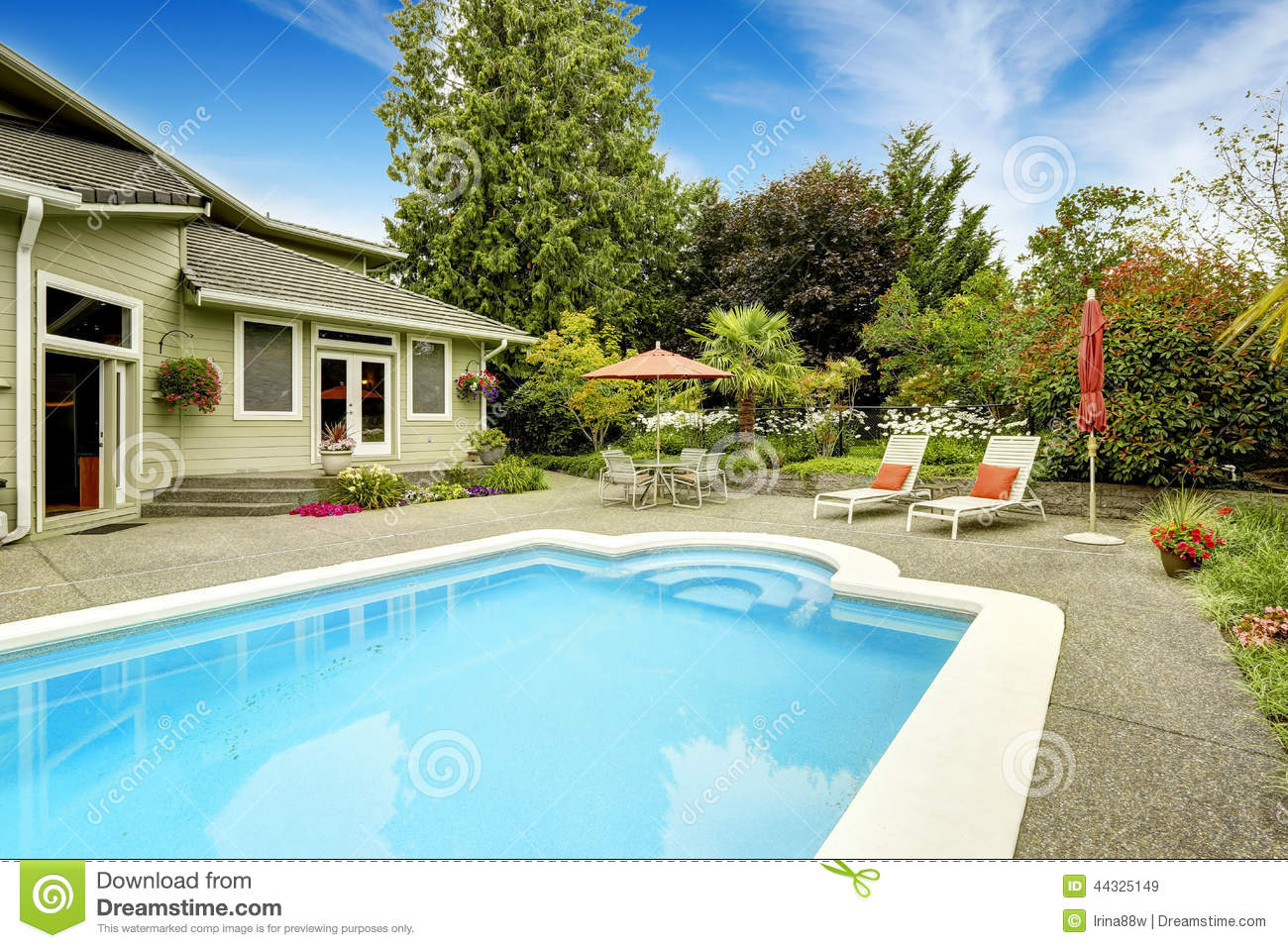 House With Swimming Pool Real Estate In Federal Way WA