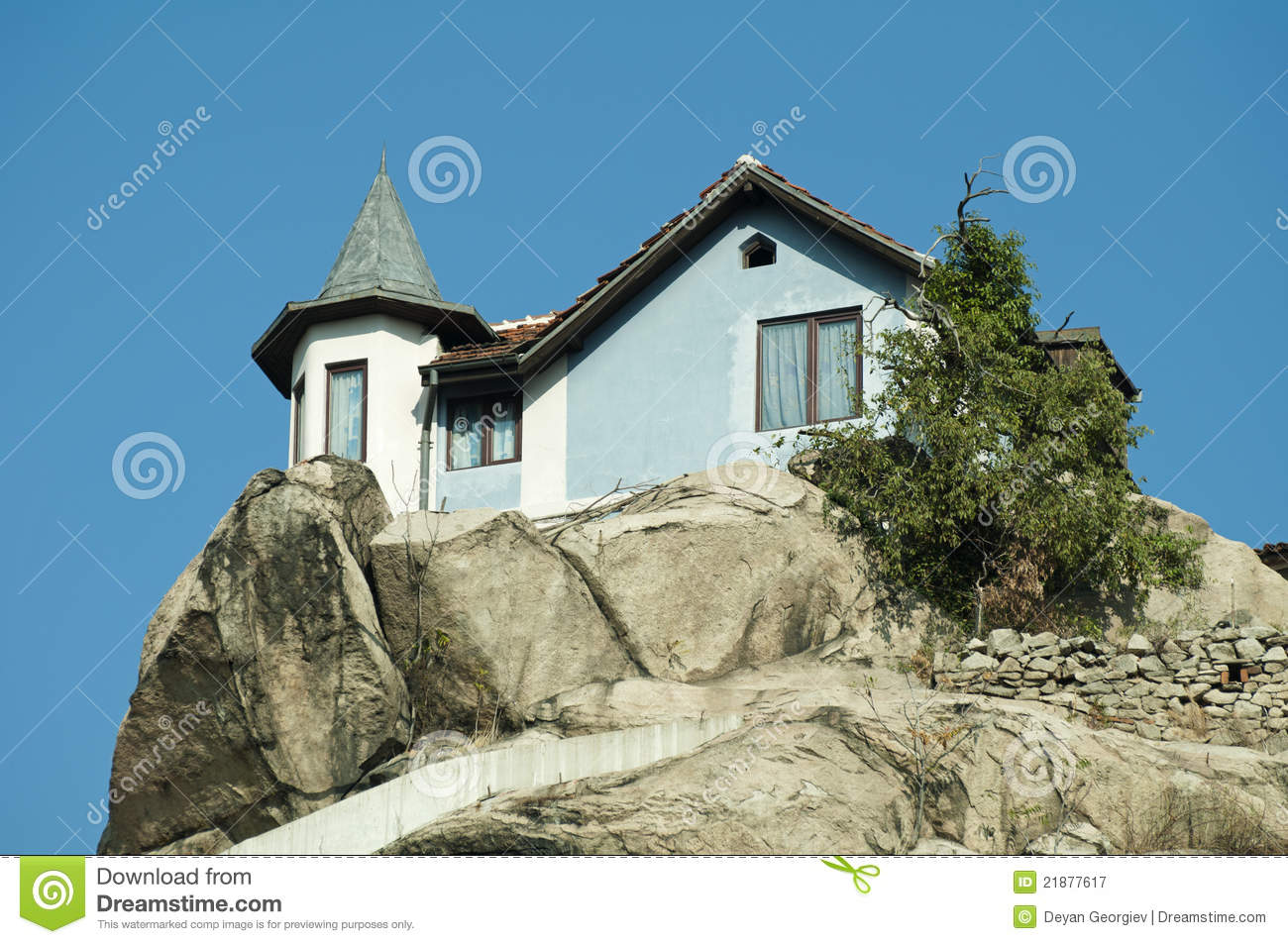 House on top of the mountain stock image image 21877617 for The mountain house