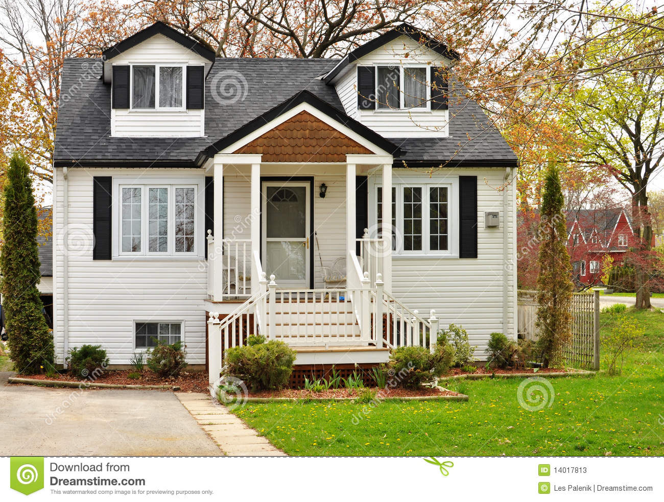 House With White Siding Stock Image Image Of Pretty