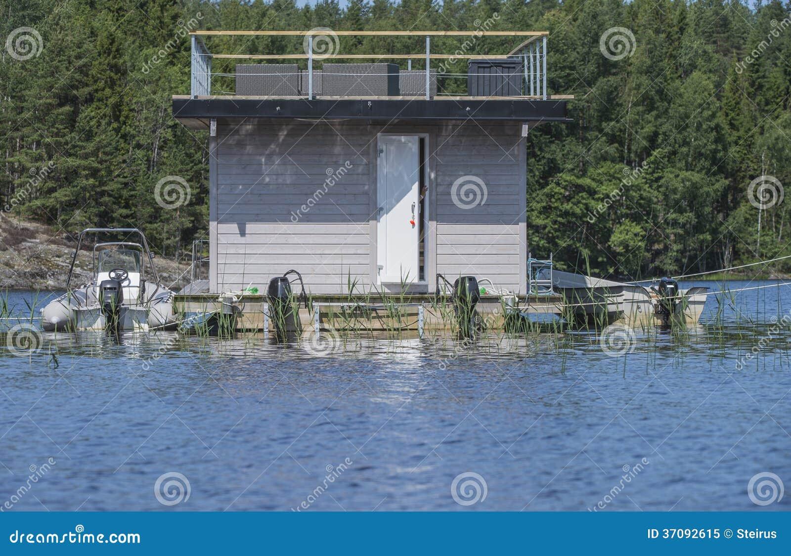 Download Houseboat przy morzem obraz stock. Obraz złożonej z naturalny - 37092615