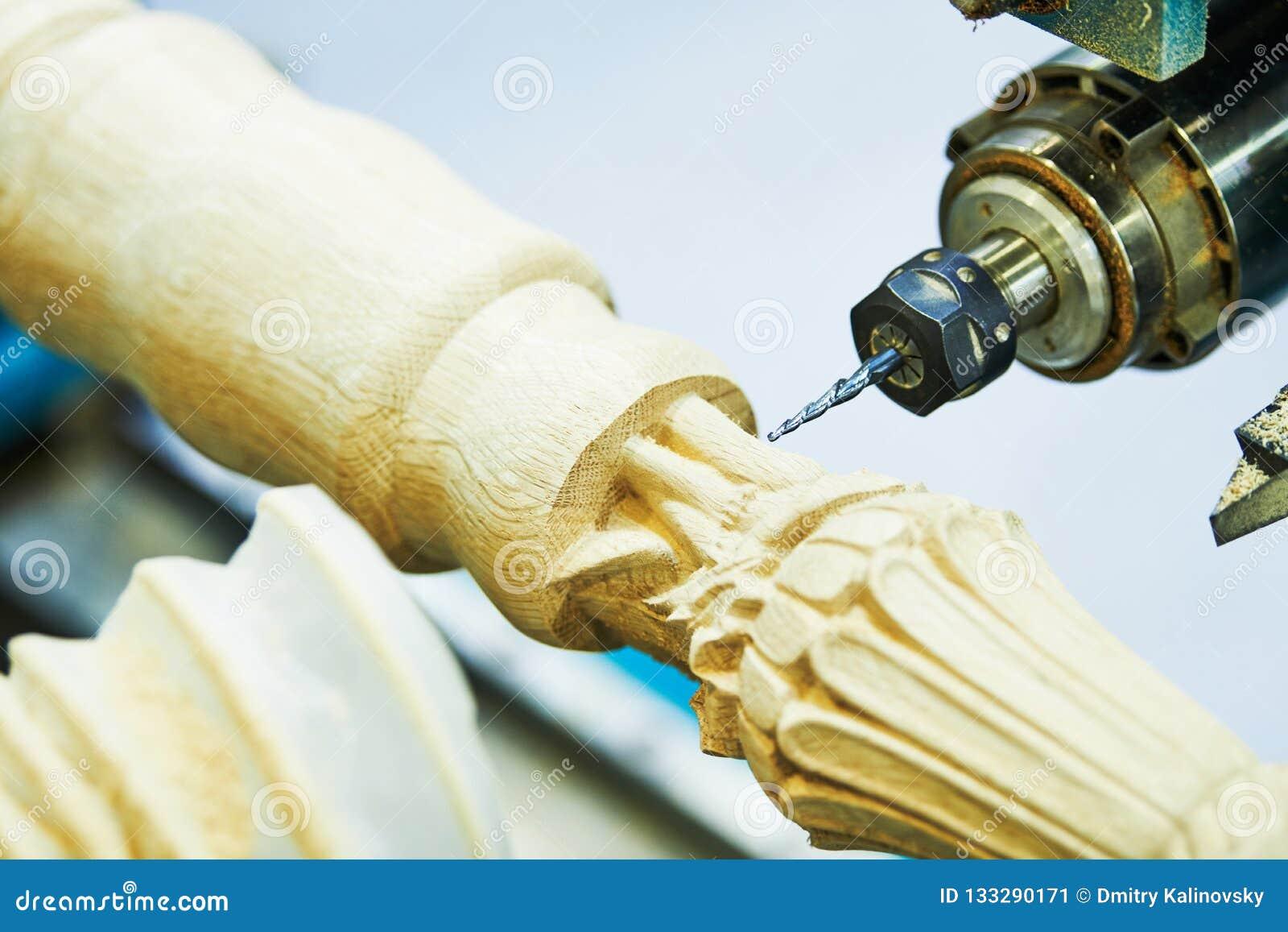 Houtbewerking met cnc machine Meubilairproductie