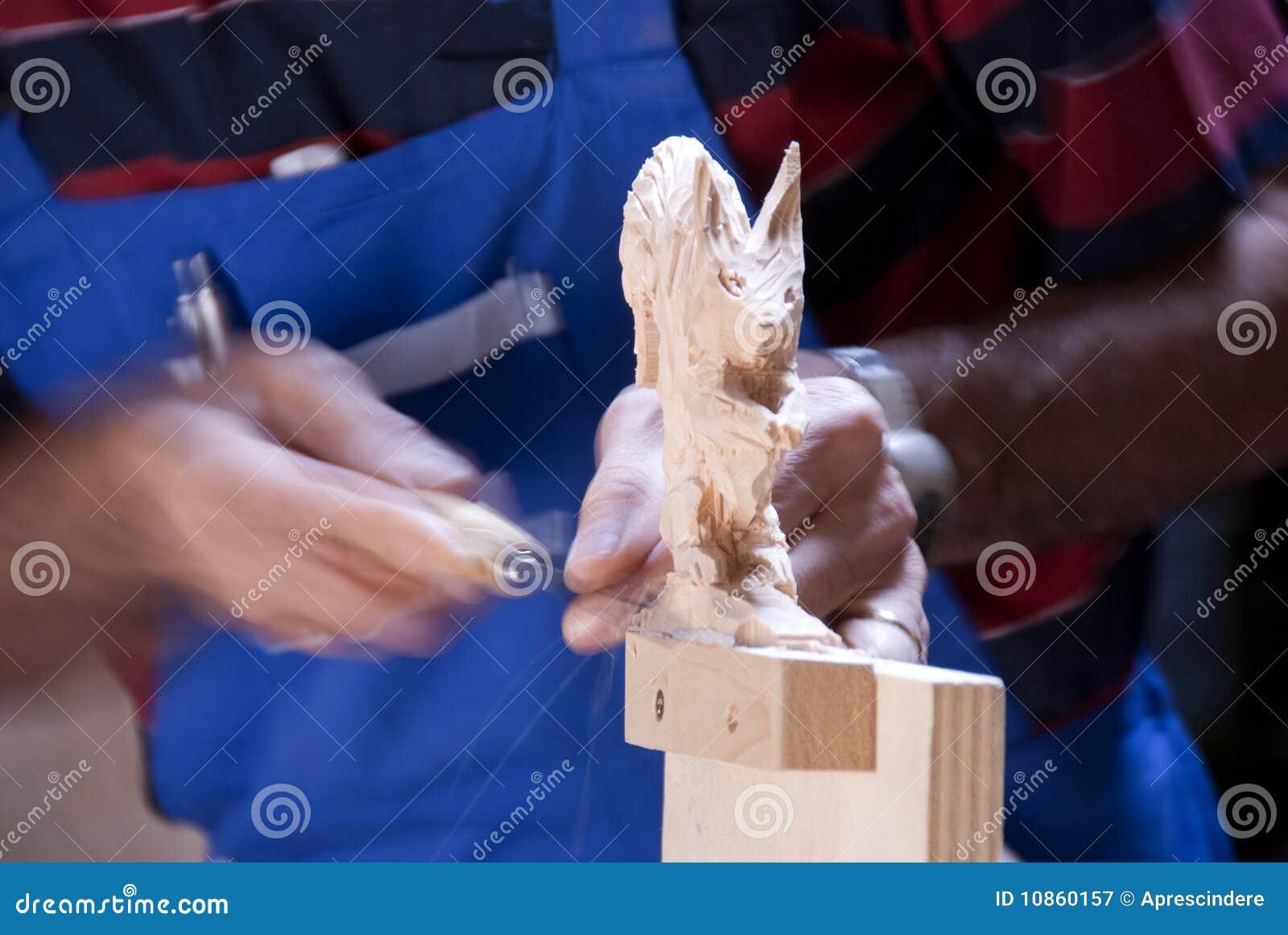 Houten beeldhouwer op het werk royalty vrije stock fotografie beeld 10860157 - Decoreer zijn kantoor op het werk ...