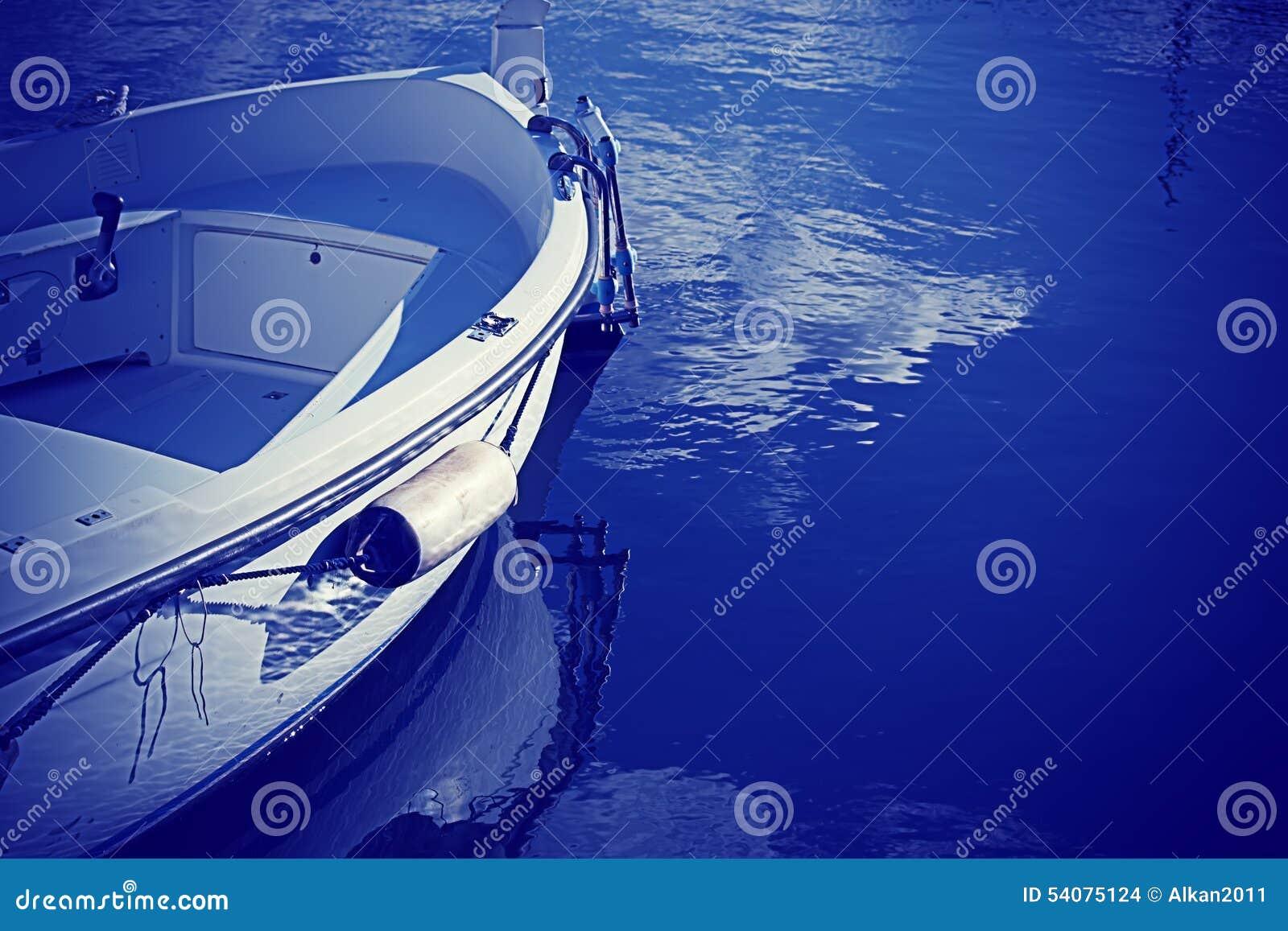 Houten boot in blauw