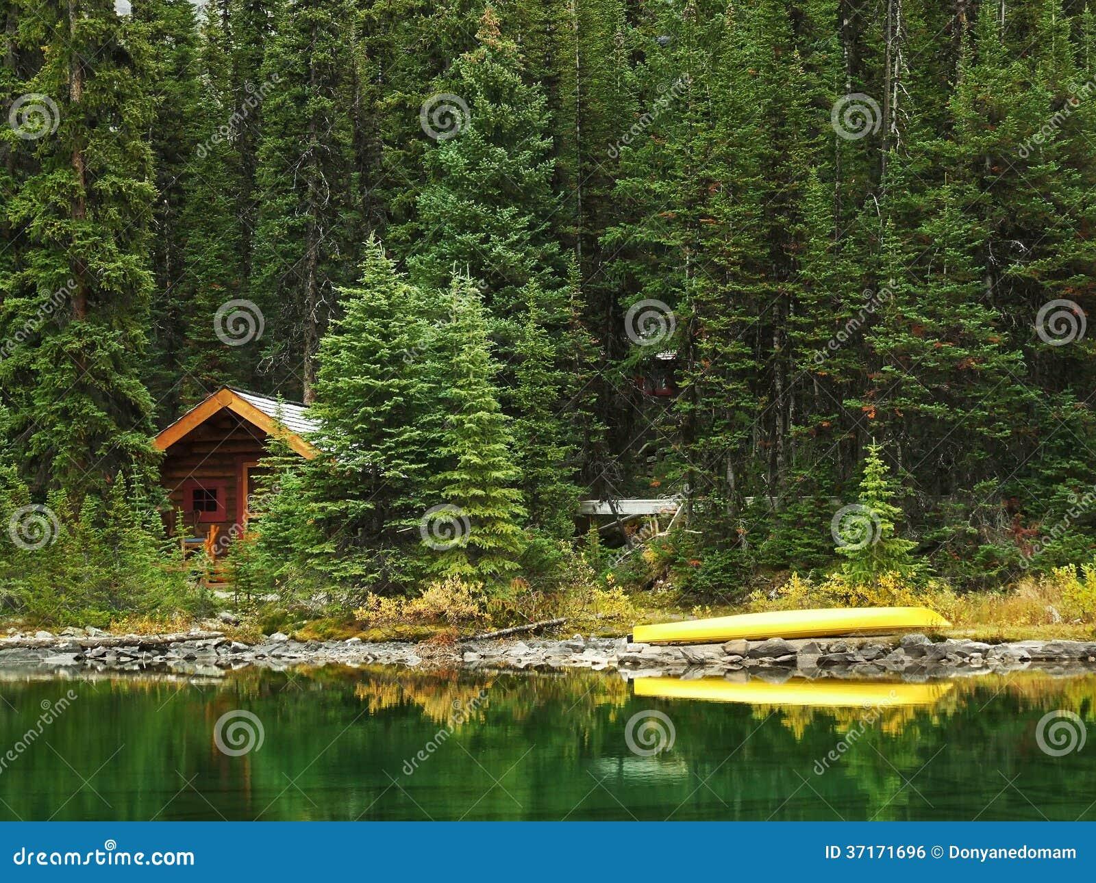 Houten cabine bij meer o 39 hara yoho national park canada for Cabine al lago shadd