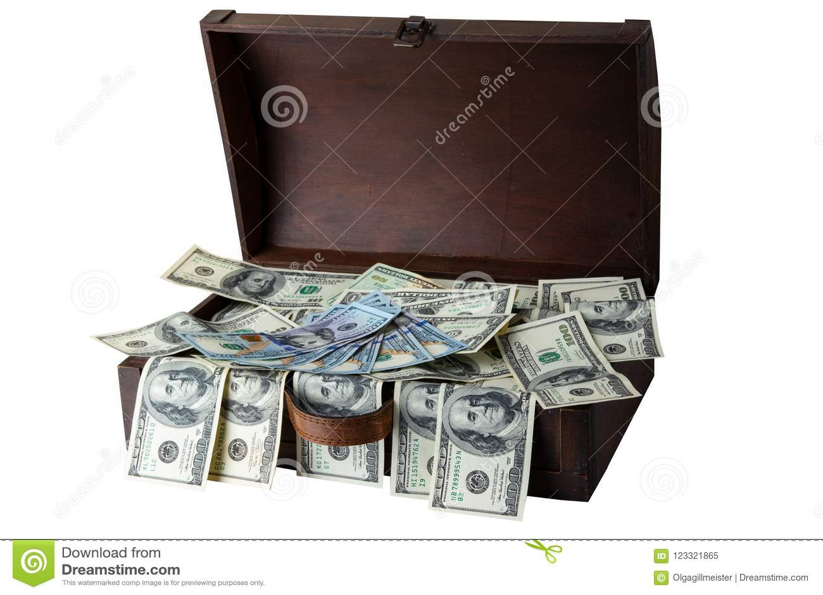 Houten dooshoogtepunt van 100 die dollarsbankbiljetten op witte backg wordt geïsoleerd
