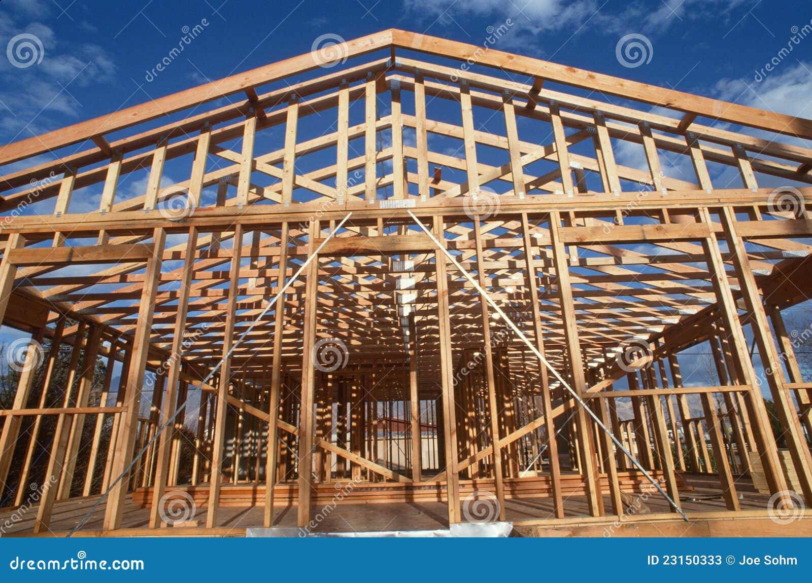 Houten Frame Van Huis Dat Wordt Geconstrueerd Stock