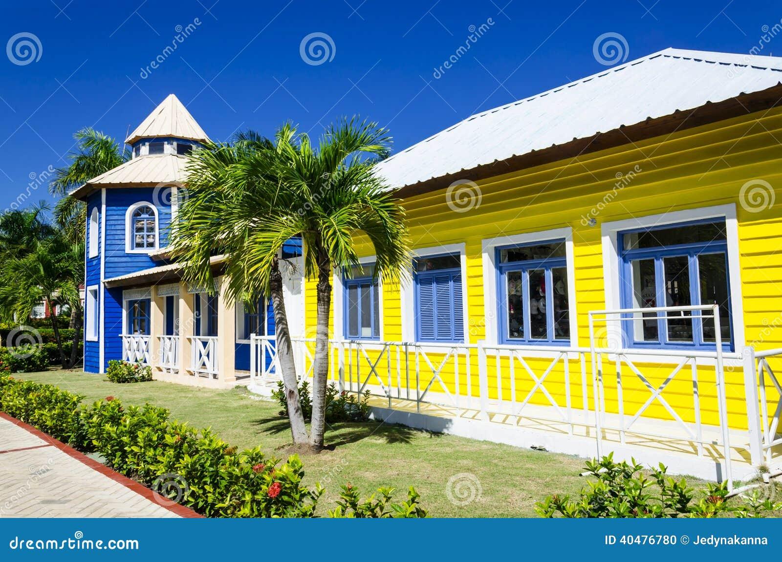 Houten gekleurde huizen zeer populair in caribrean stock foto afbeelding 40476780 - Meer mooie houten huizen ...