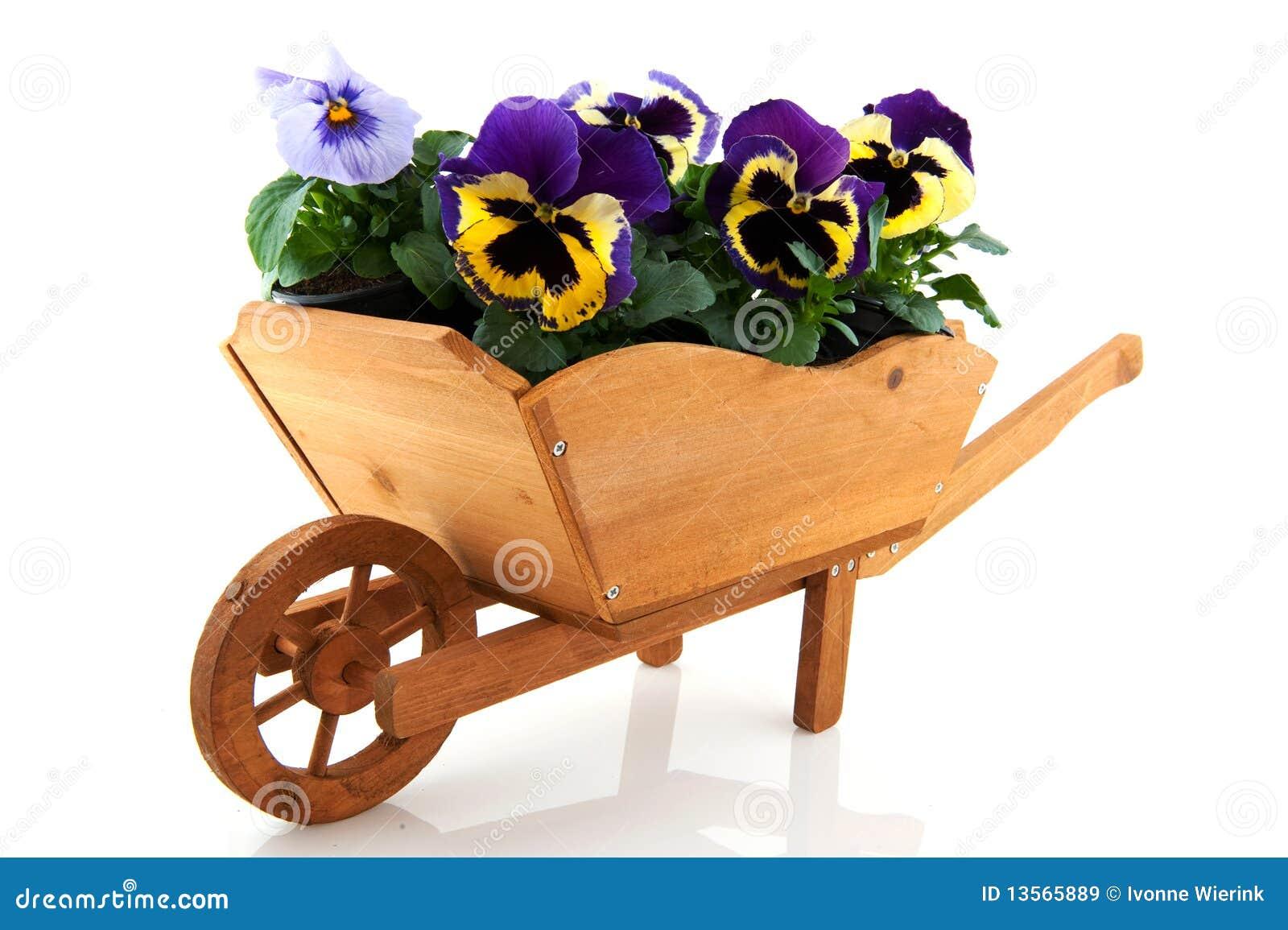 Houten kruiwagen met pansies stock afbeelding afbeelding for Balancines de madera para jardin