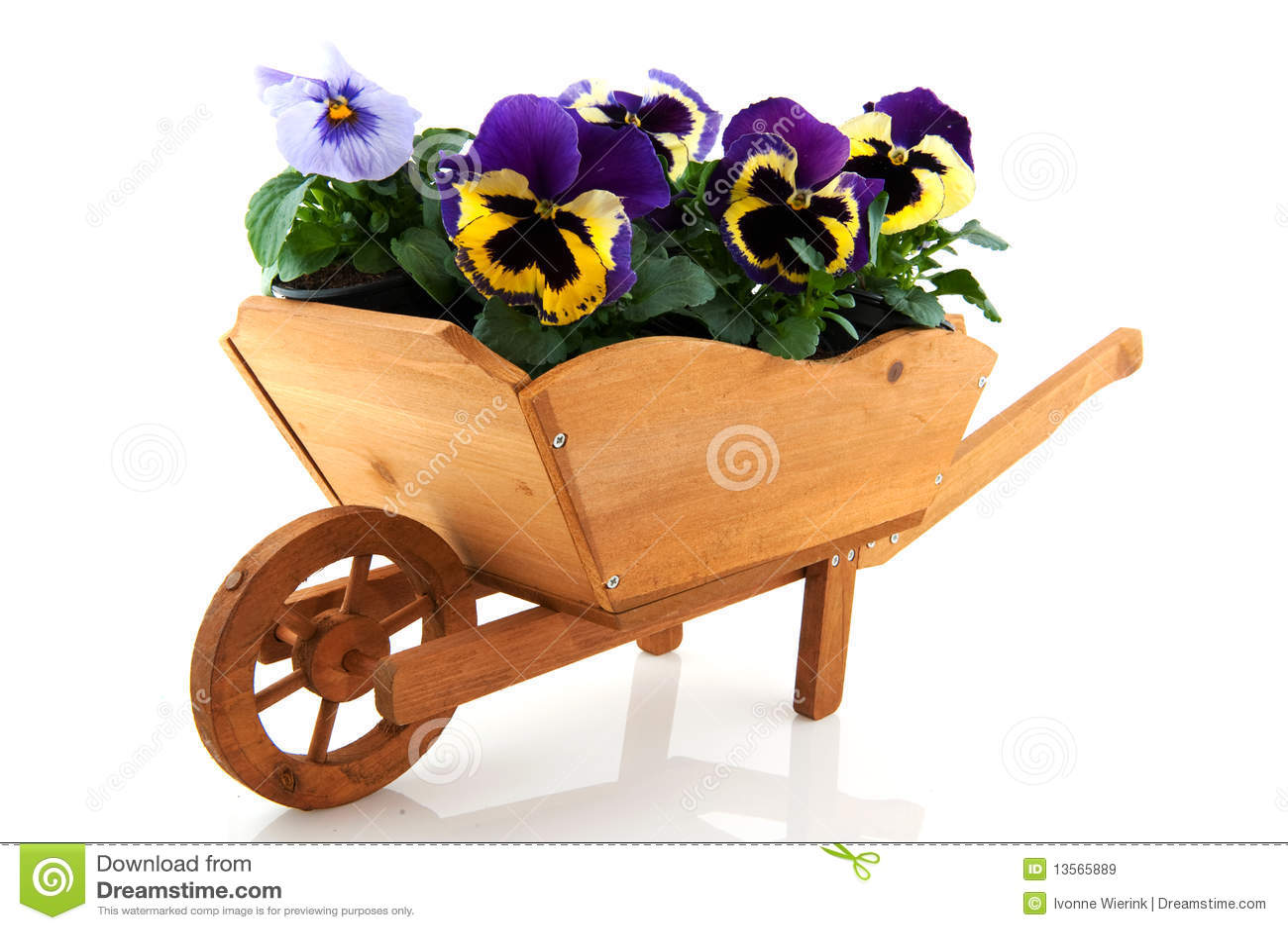 Houten kruiwagen met pansies stock afbeelding afbeelding - Trasteros de madera para jardin ...