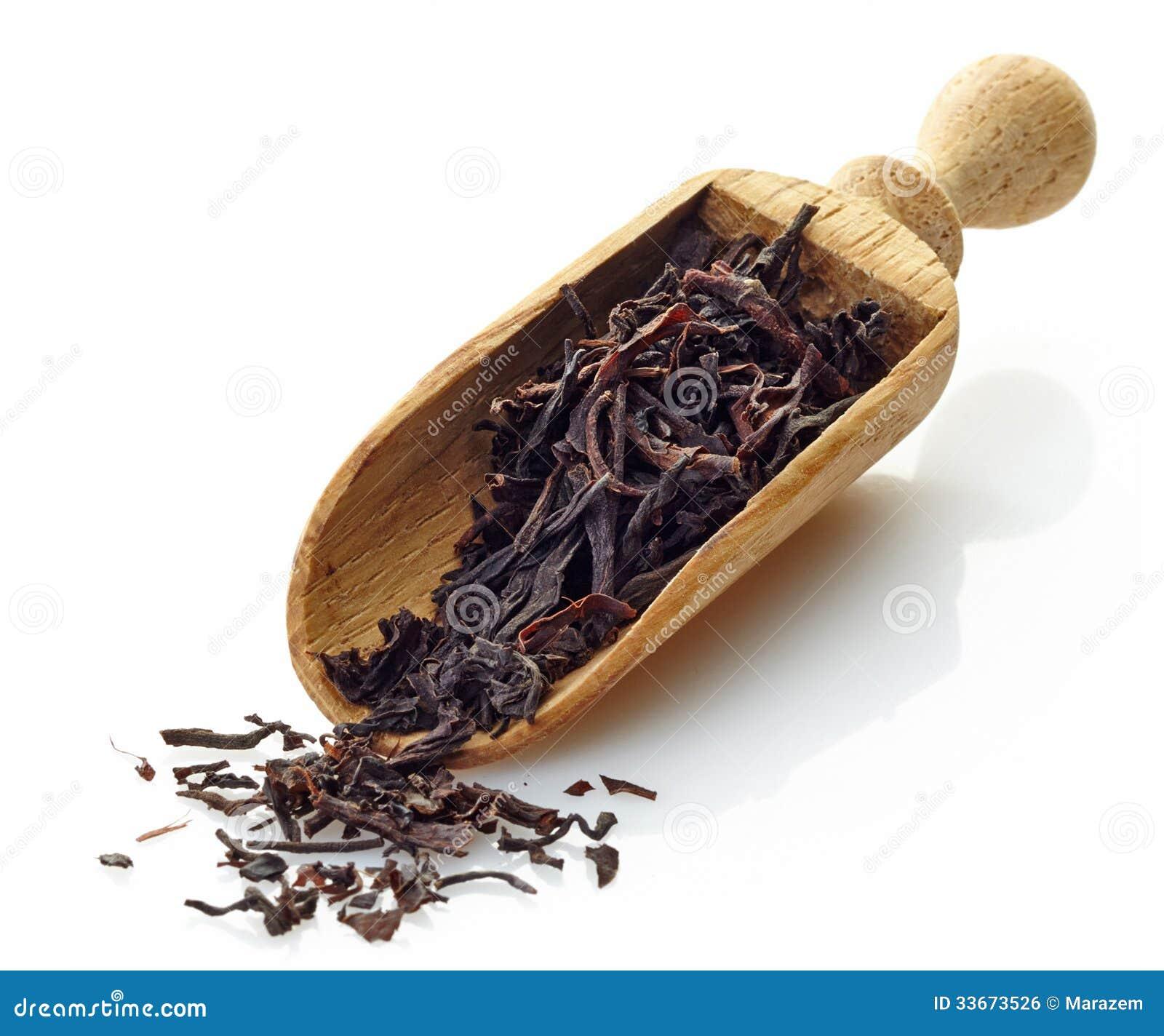 Houten lepel met de zwarte thee van Ceylon