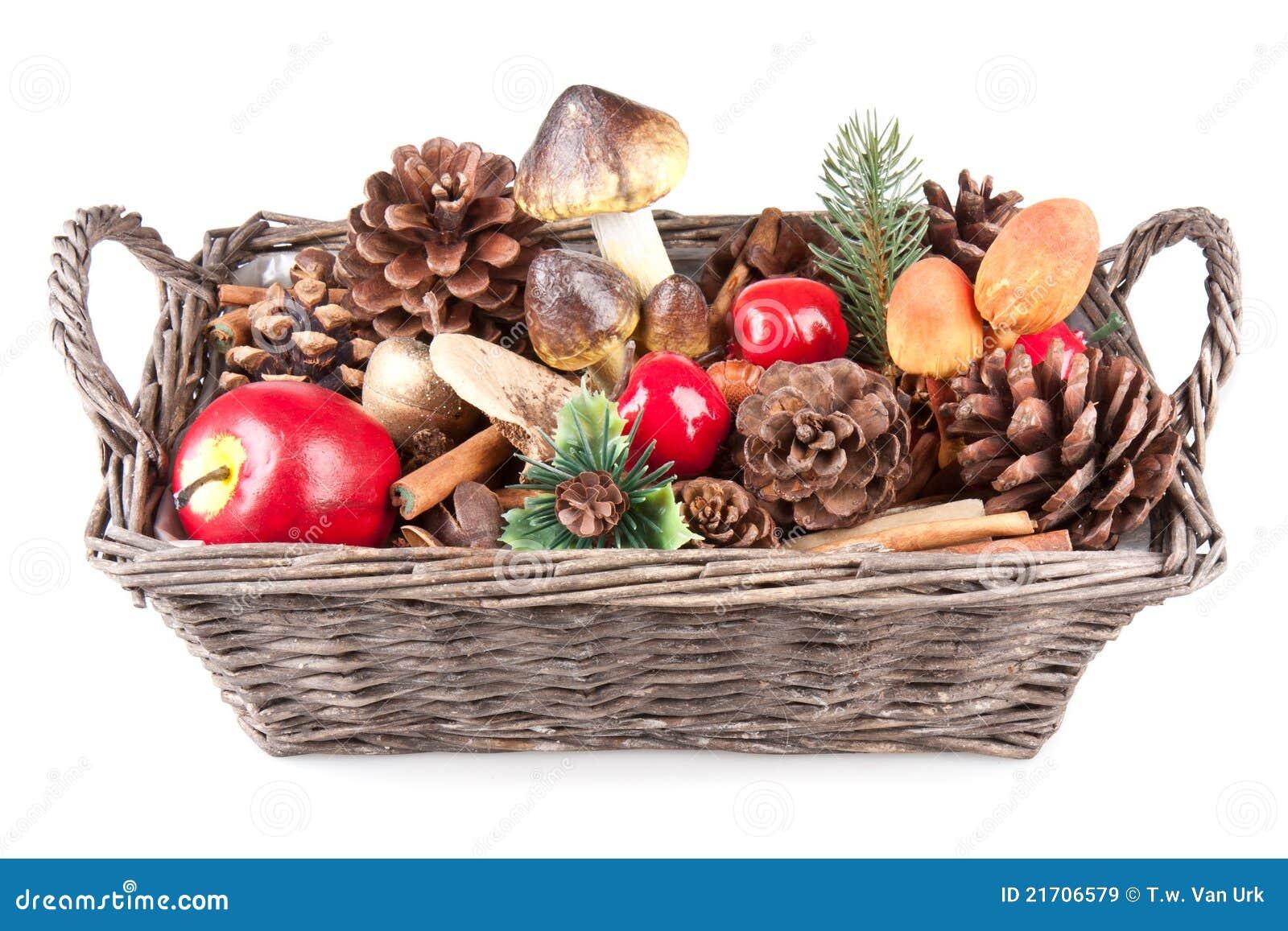 houten mand met de herfstdecoratie royalty vrije stock