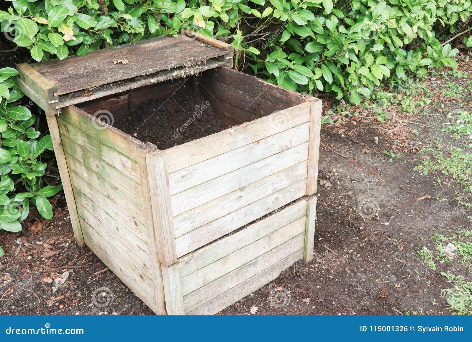 Houten openlucht het bemesten bak voor het recycling van keuken en tuin organisch afval